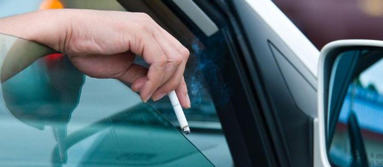 Cover Image for ¼ daļa Latvijas smēķētāju regulāri izmet izsmēķus nepiemērotā vietā