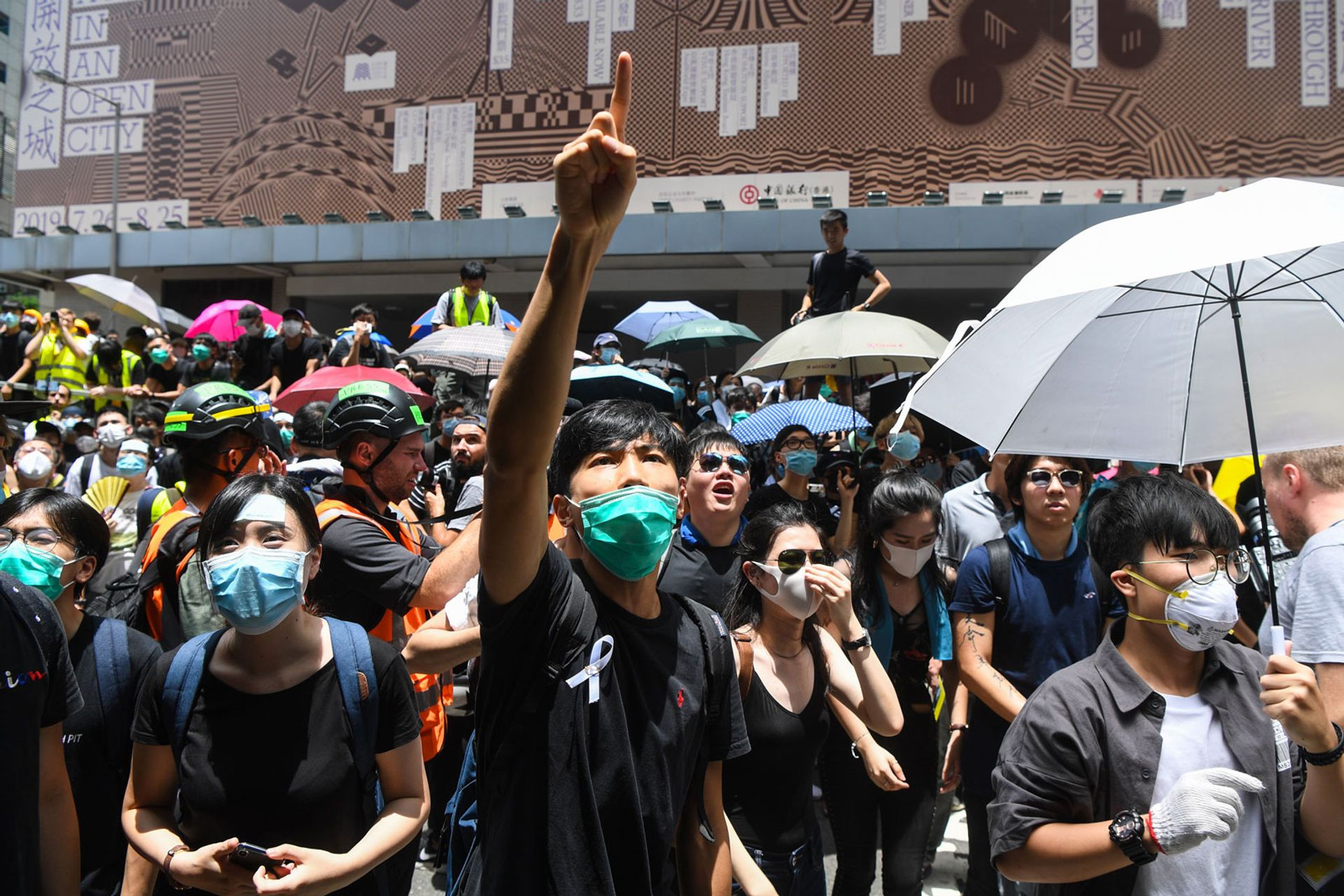 Thousands of protesters surrounded the police headquarters in Hong Kong today, calling for an extradition bill to be scrapped © Anthony Wallace/AFP/Getty Images