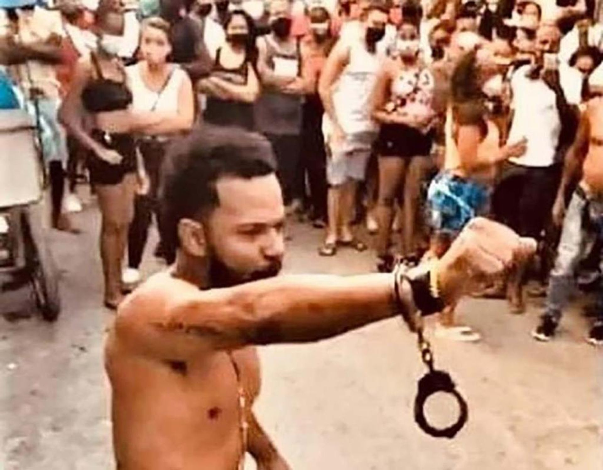 Police attempted to arrest the artist Maykel Osorbo in San Idisdro on 4 April, but passersby came together to protest and prevent his detention