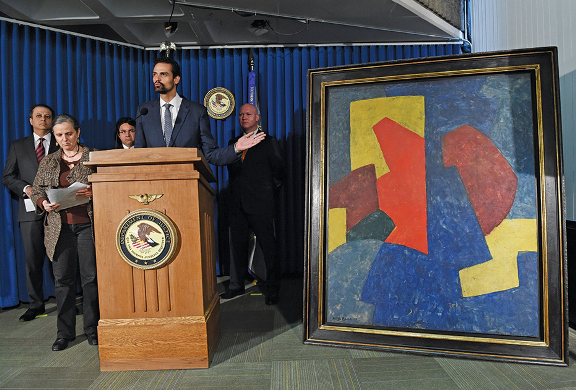 Brazil's secretary of justice with a painting believed to have been smuggled into the US by Edemar Cid Ferreira ©Stan Honda/Getty Images