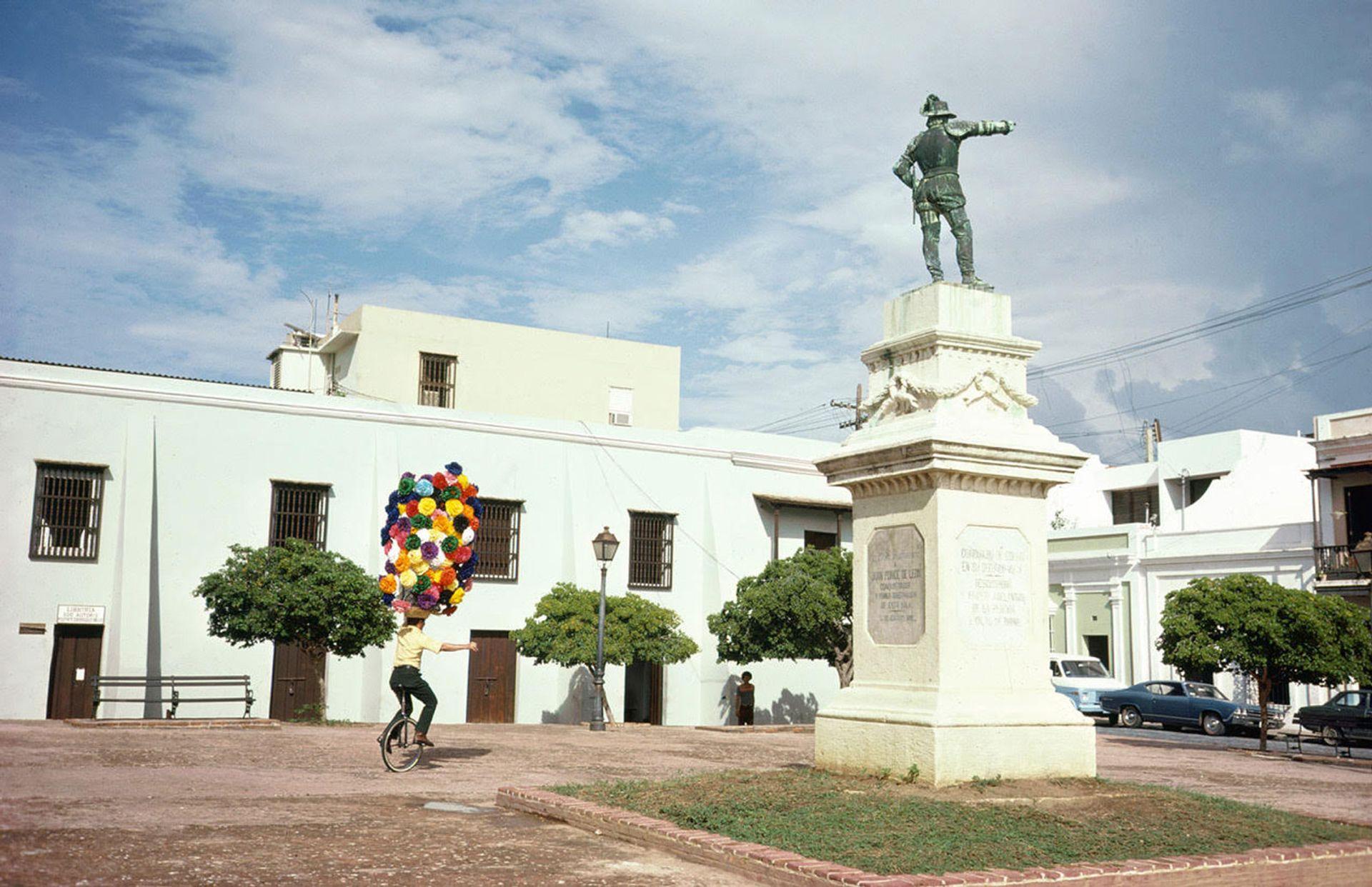San Juan, Puerto Rico (1974) features in a new Joel Meyerowitz book called Wild Flowers