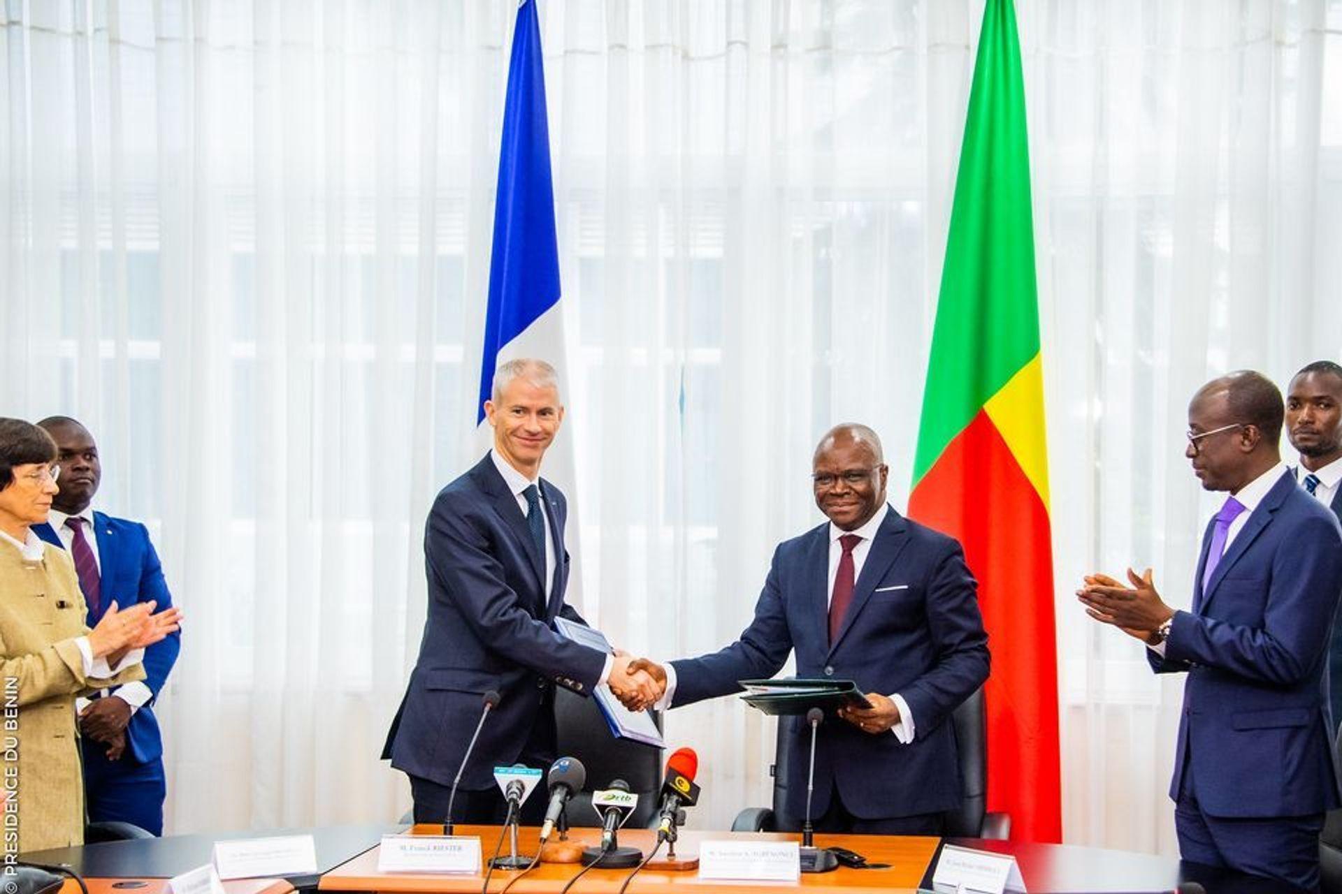 France will return return 26 looted artefacts to Benin. Franck Riester, France's culture minister, and Aurélien Agbenonci, Benin's minister of foreign affairs, in Cotonou © Présidence de la République du Bénin