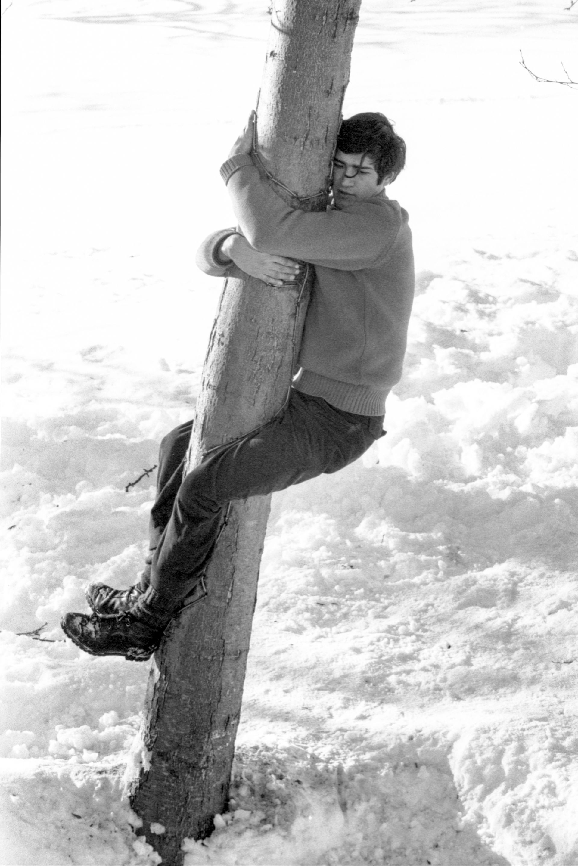 Giuseppe Penone's L'albero ricorderà il contatto del mio corpo (1968) © Archivio Penone and Castello di Rivoli Museo d'Arte Contemporanea