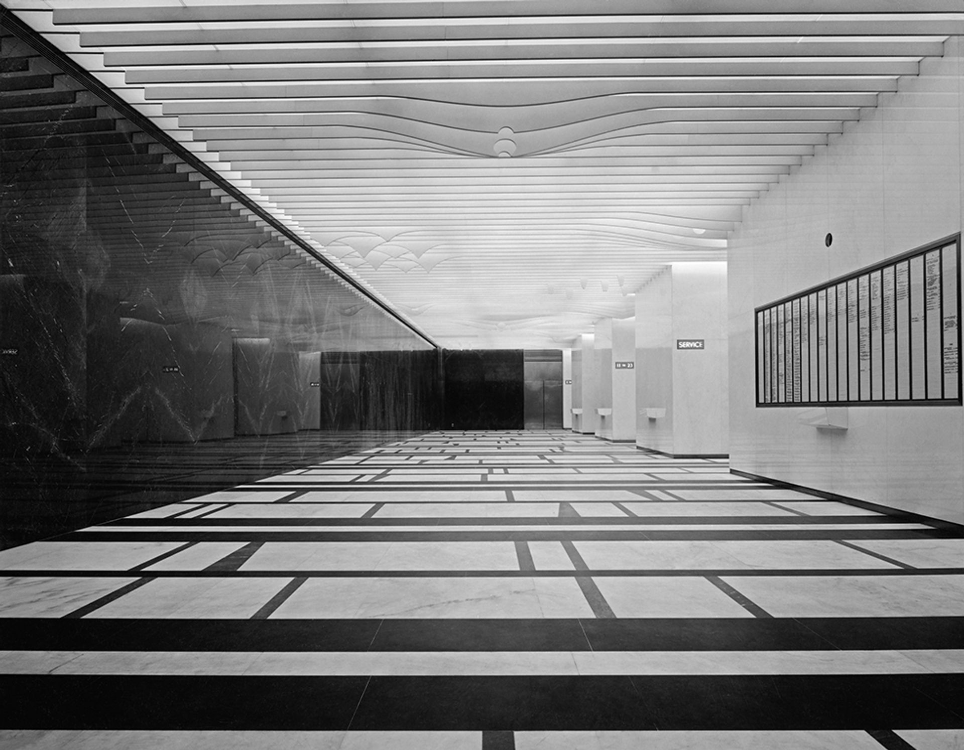 The lobby of 666 Fifth Avenue in 1957 with Isamu Noguchi's ceiling in its original state. Photo: Alexandre Georges; ©Isamu Noguchi Foundation and Garden Museum/ARS