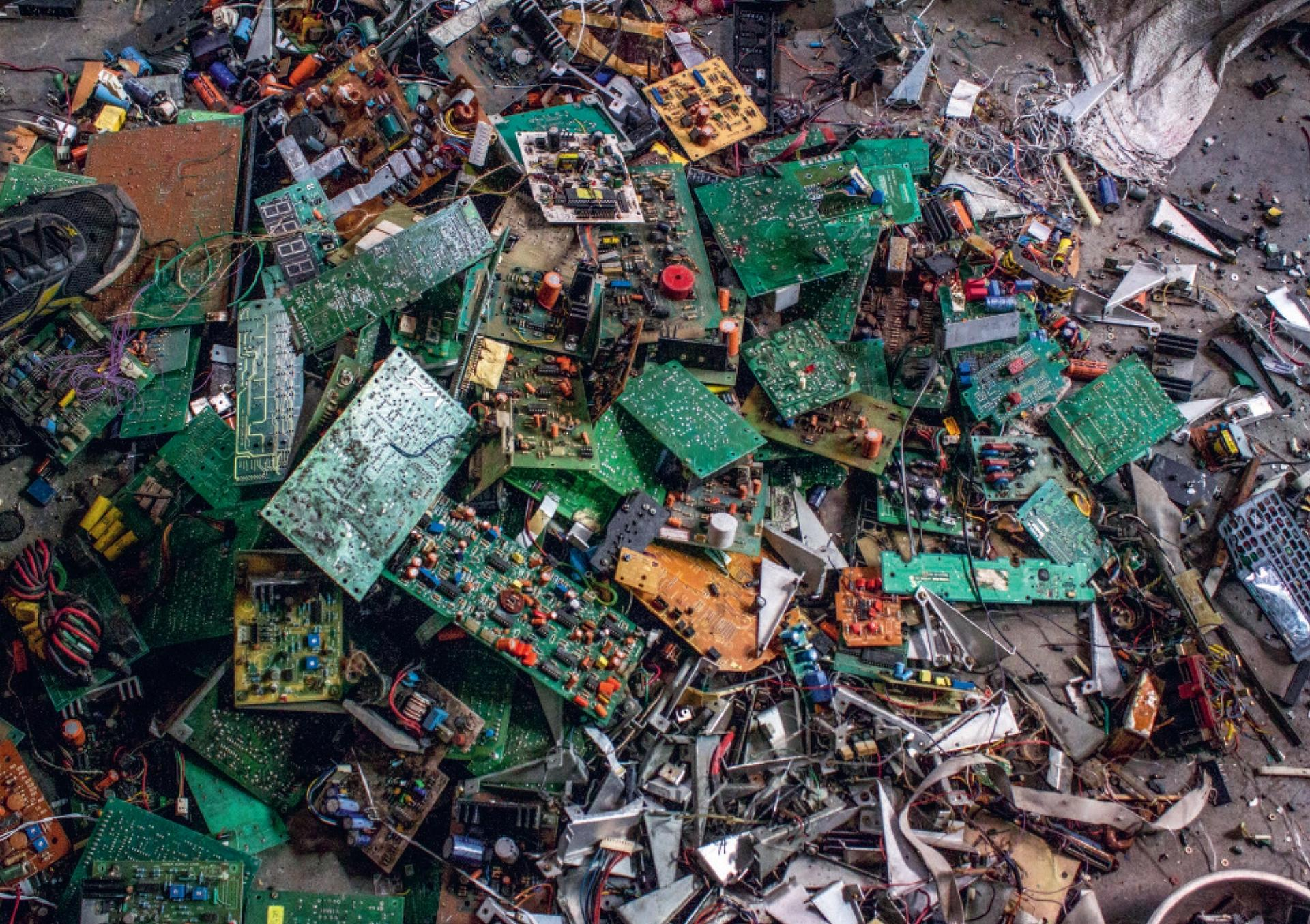 Circuit Boards, Mustafabad Market (Delhi, India), (2015), from the series Technology Time (2011–ongoing) © Julia Christensen