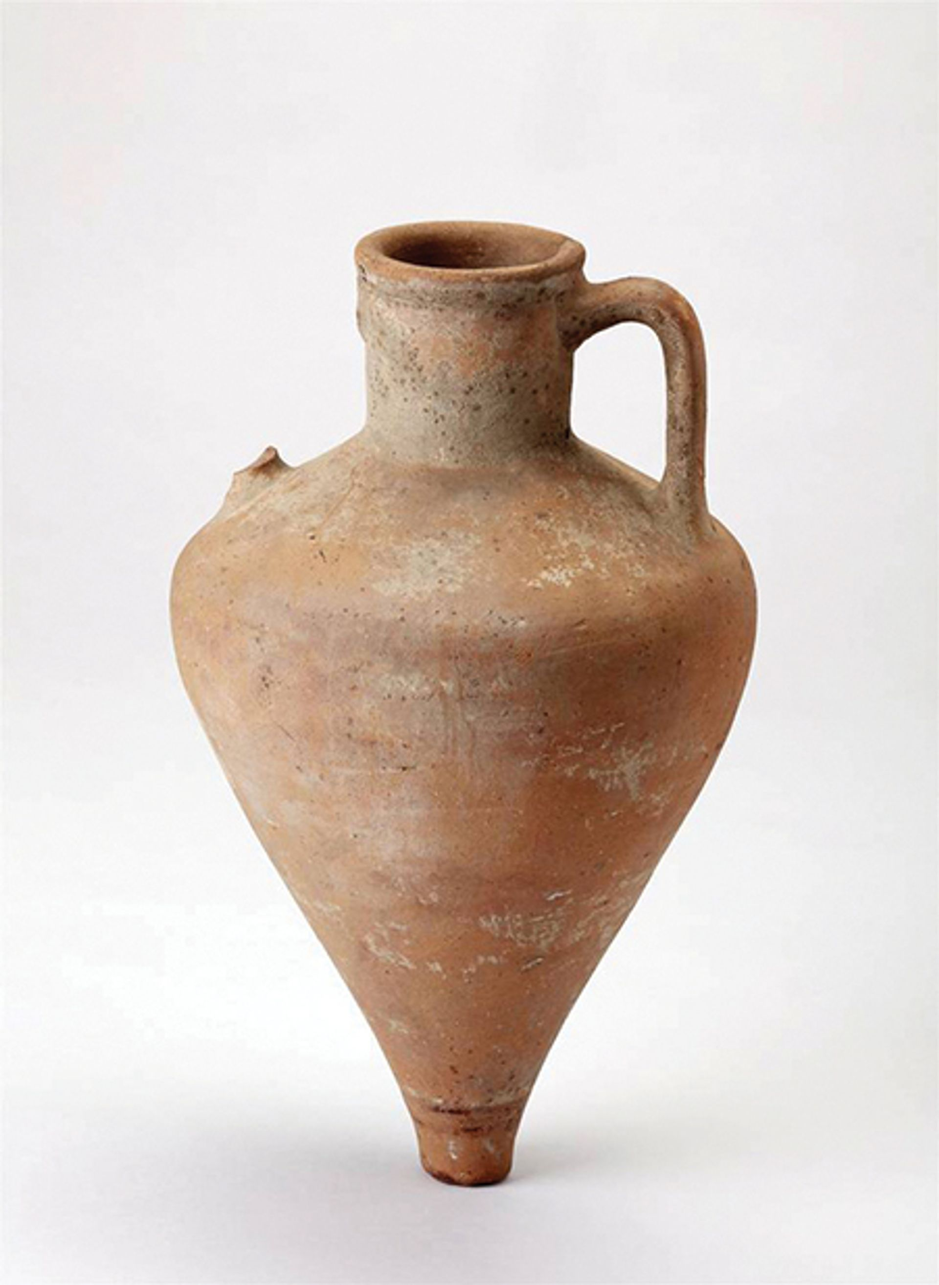 Three amphorae are among the artefacts being returned to the historical museum in Temryuk © Salzburg Museum