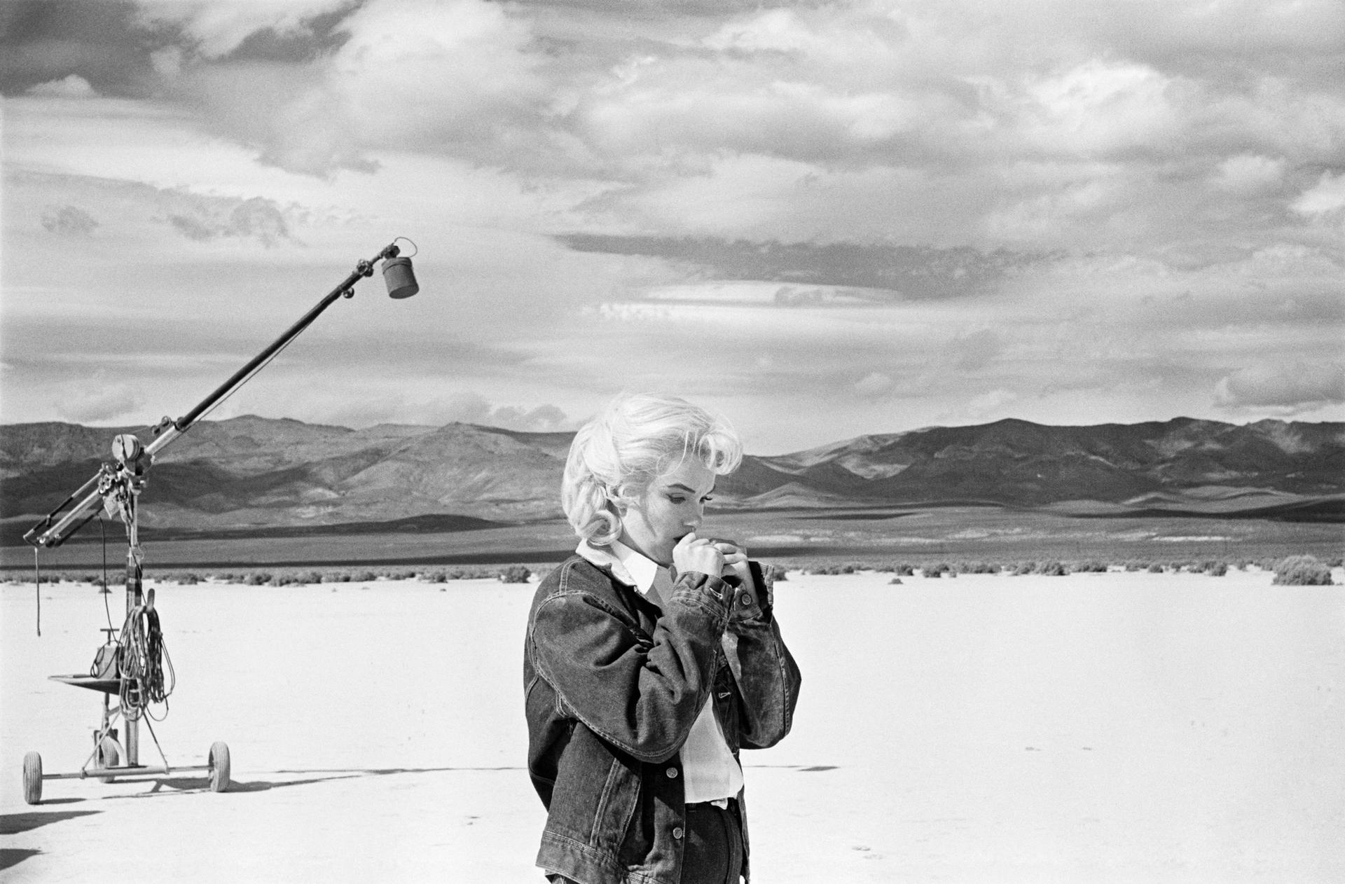 Marilyn Monroe on the set of The Misfits, Eve Arnold (1961) courtesy Eve Arnold Estate