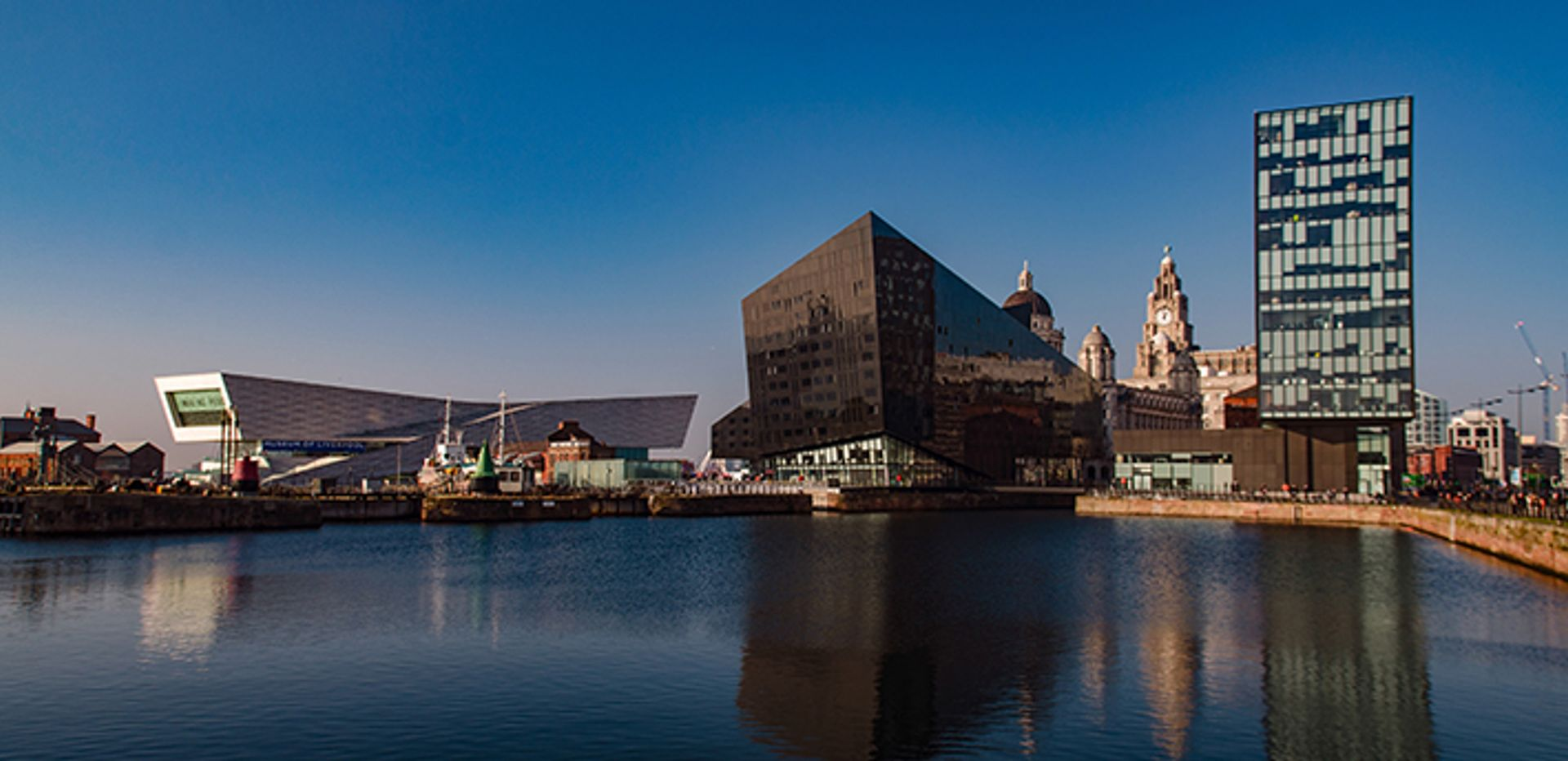 Large-scale redevelopments of the docklands contributed to the loss of status © Atanas Paskalev