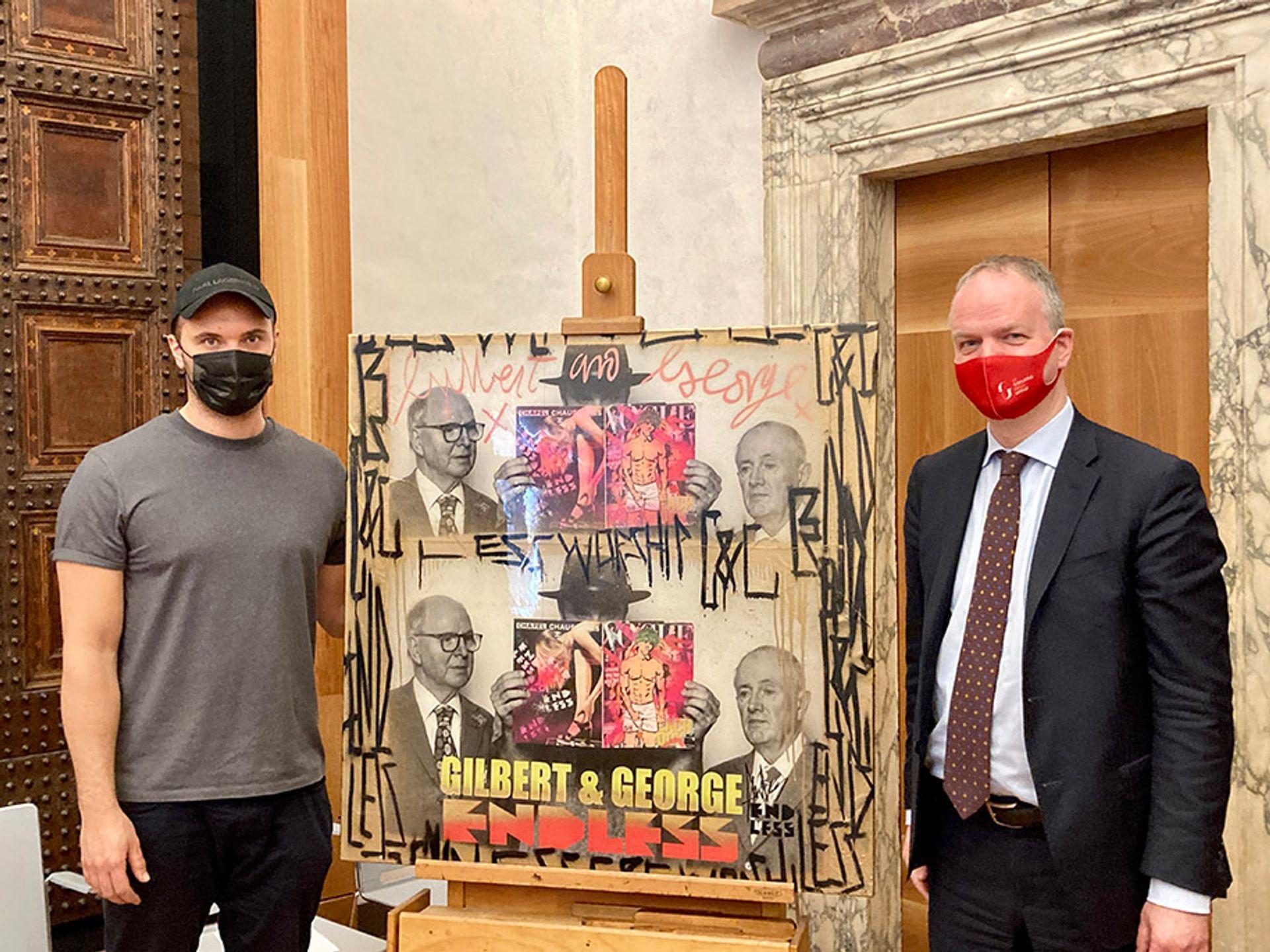 Uffizi director Eike Schmidt (left) with Endless Courtesy of Uffizi Galleries