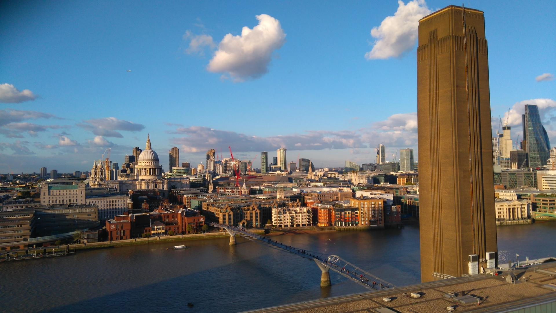View over the City of London from the viewing platform of Tate Modern's Blavatnik building, from which a six-year-old boy was thrown on Sunday © Wikimedia Commons