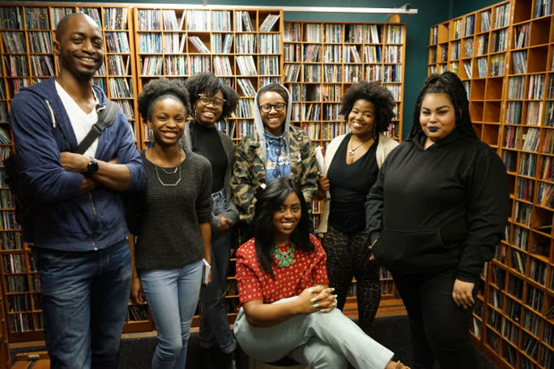 Dr. Chioke l'Anson with students at VPM VCU University Relations
