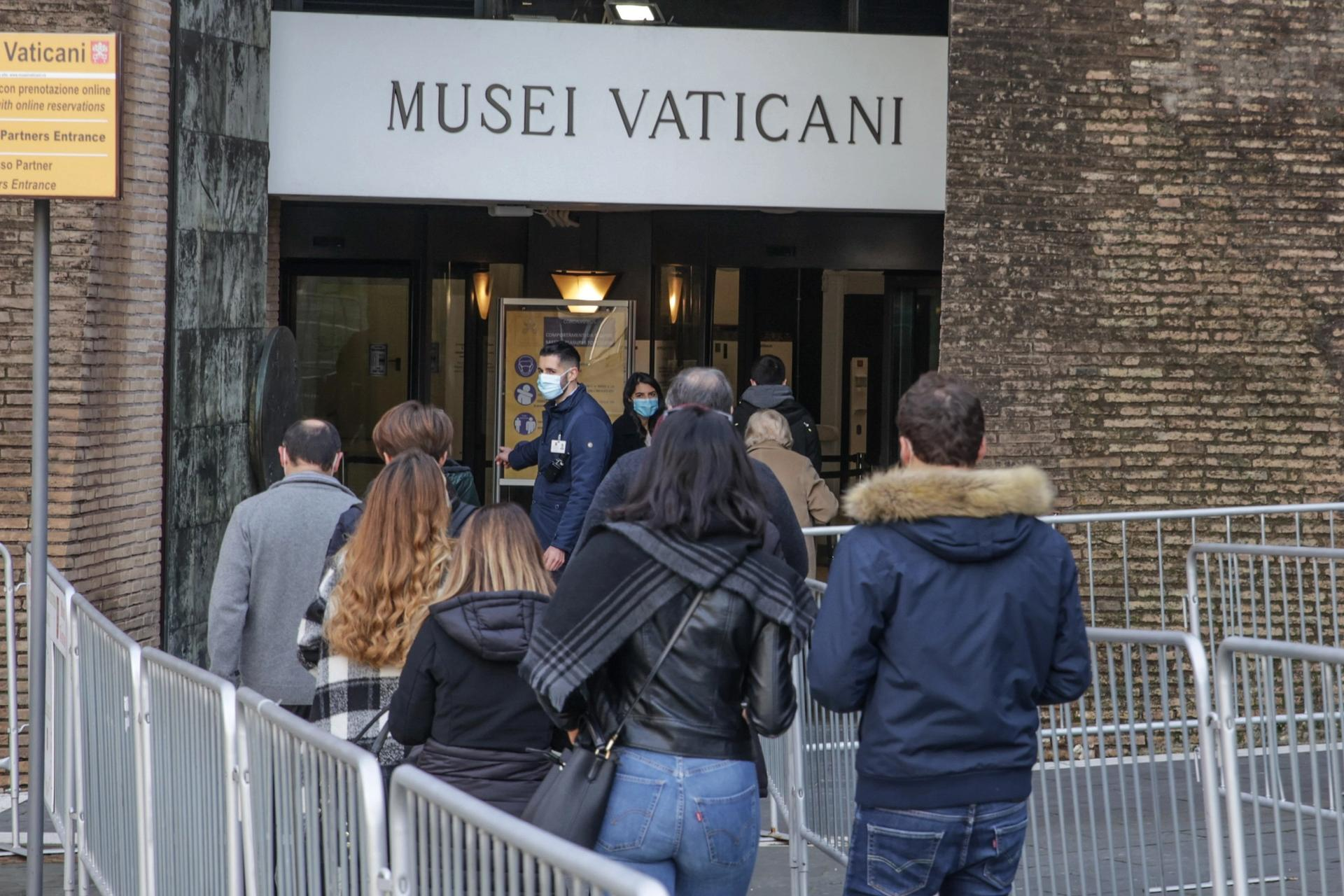 Visitors queuing for the Vatican Museums, which reopened to the public on 1 February after three months' closure © IPA MilestoneMedia/PA Images