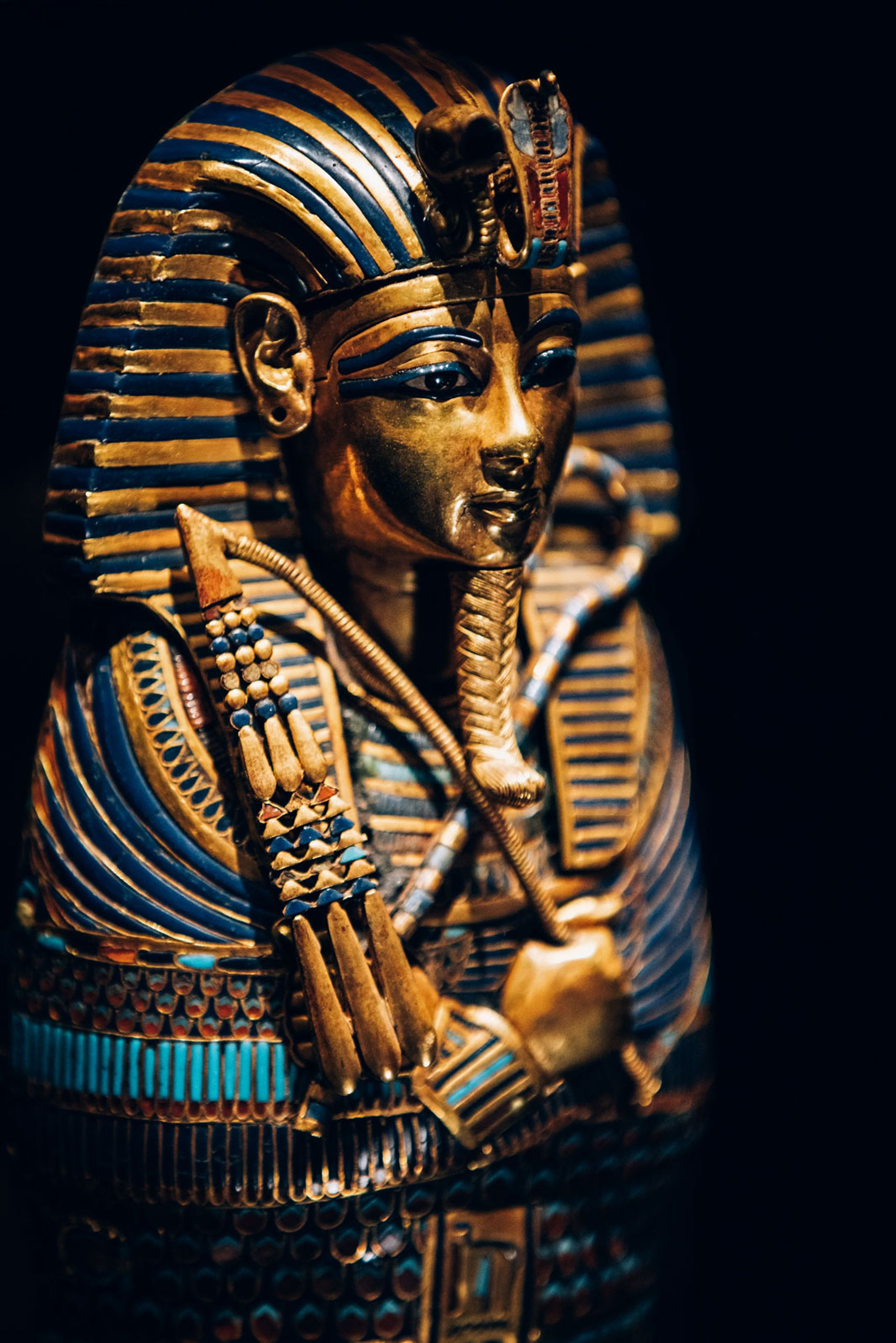 This gold inlaid Canopic coffinette of Tutankhamun dedicated to Imseti and Isis is on show at the Saatchi Gallery, London © IMG
