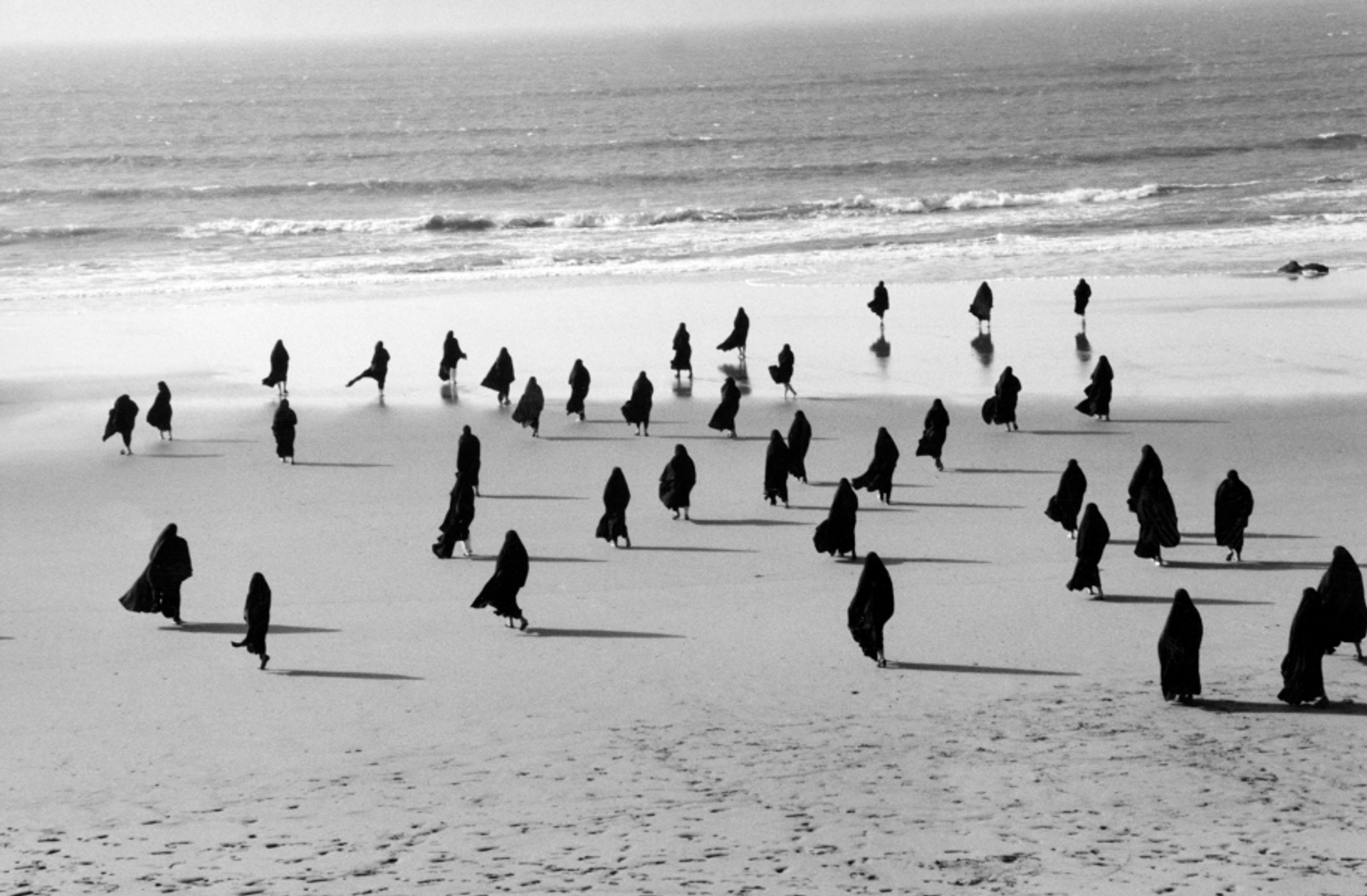 Untitled from the Rapture series, 1999 © Shirin Neshat. Courtesy of the artist, Noirmontartproduction, Paris and the Mohammed Afkhami Foundation