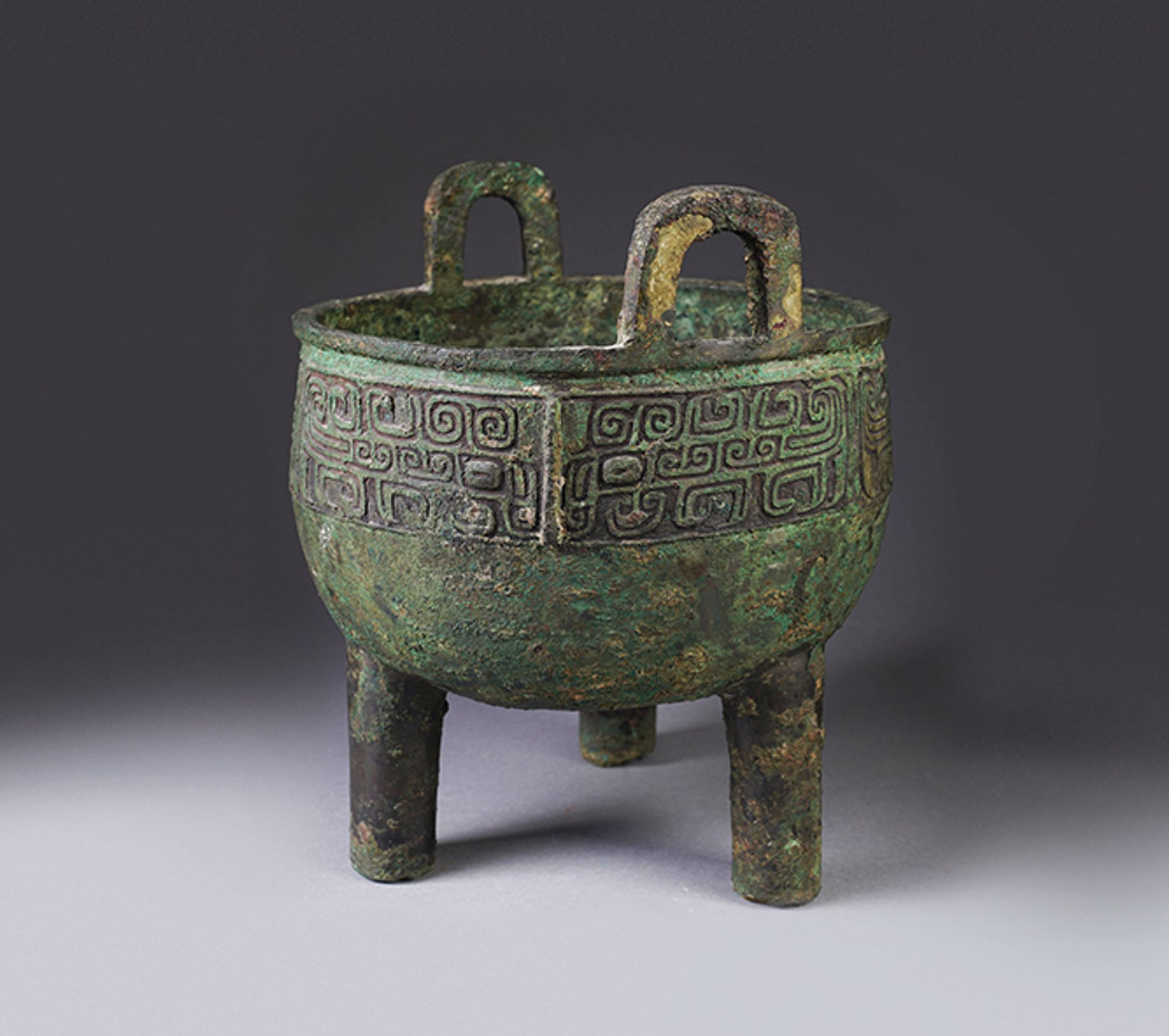 A Chinese archaic bronze ding, or food vessel, from the Western Zhou Dynasty, to be offered in iGavel's online auction Courtesy of iGavel Auctions