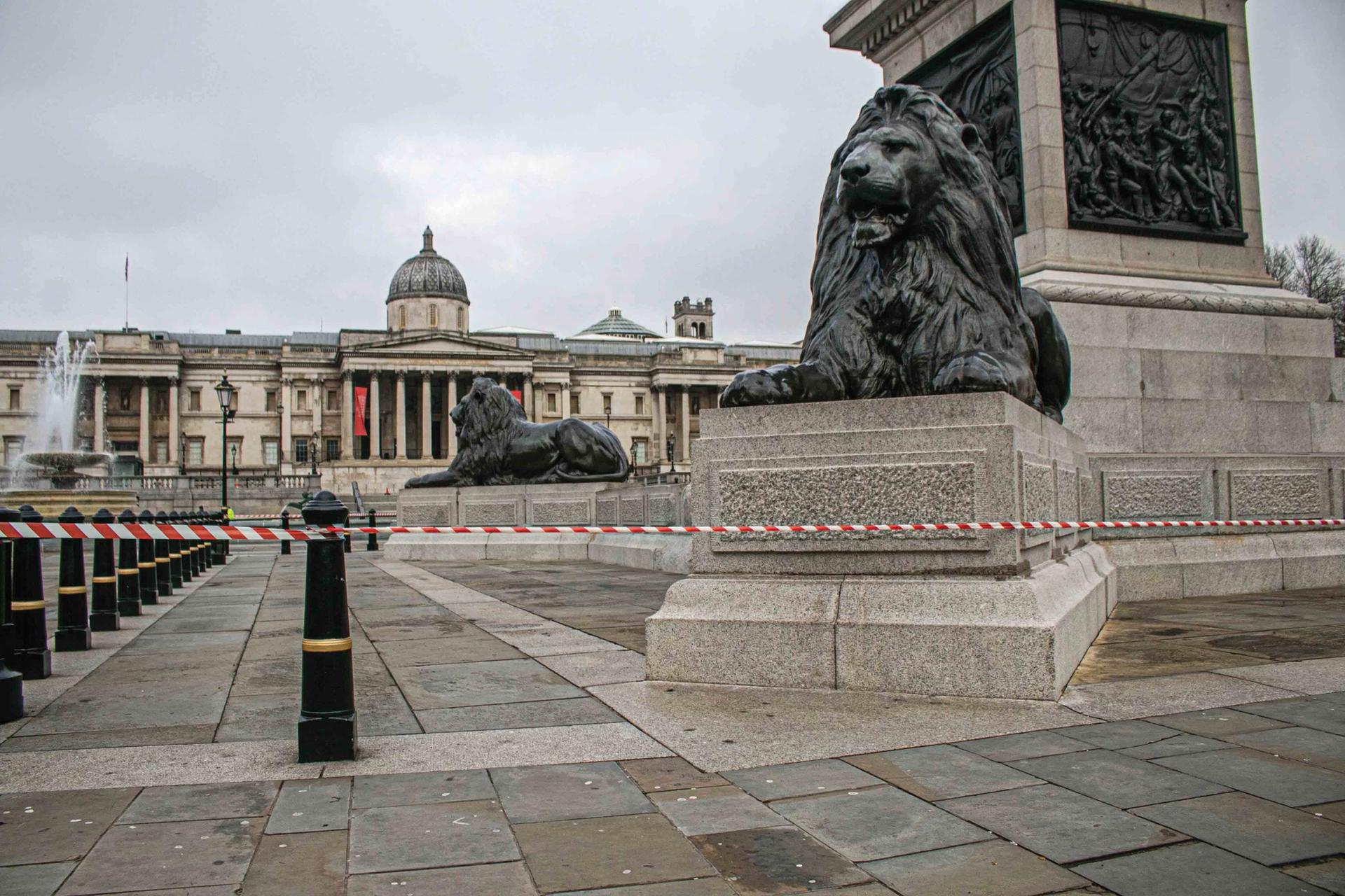The National Gallery shut off and deserted during the UK's third national lockdown © Amer Ghazzal/Alamy Live News