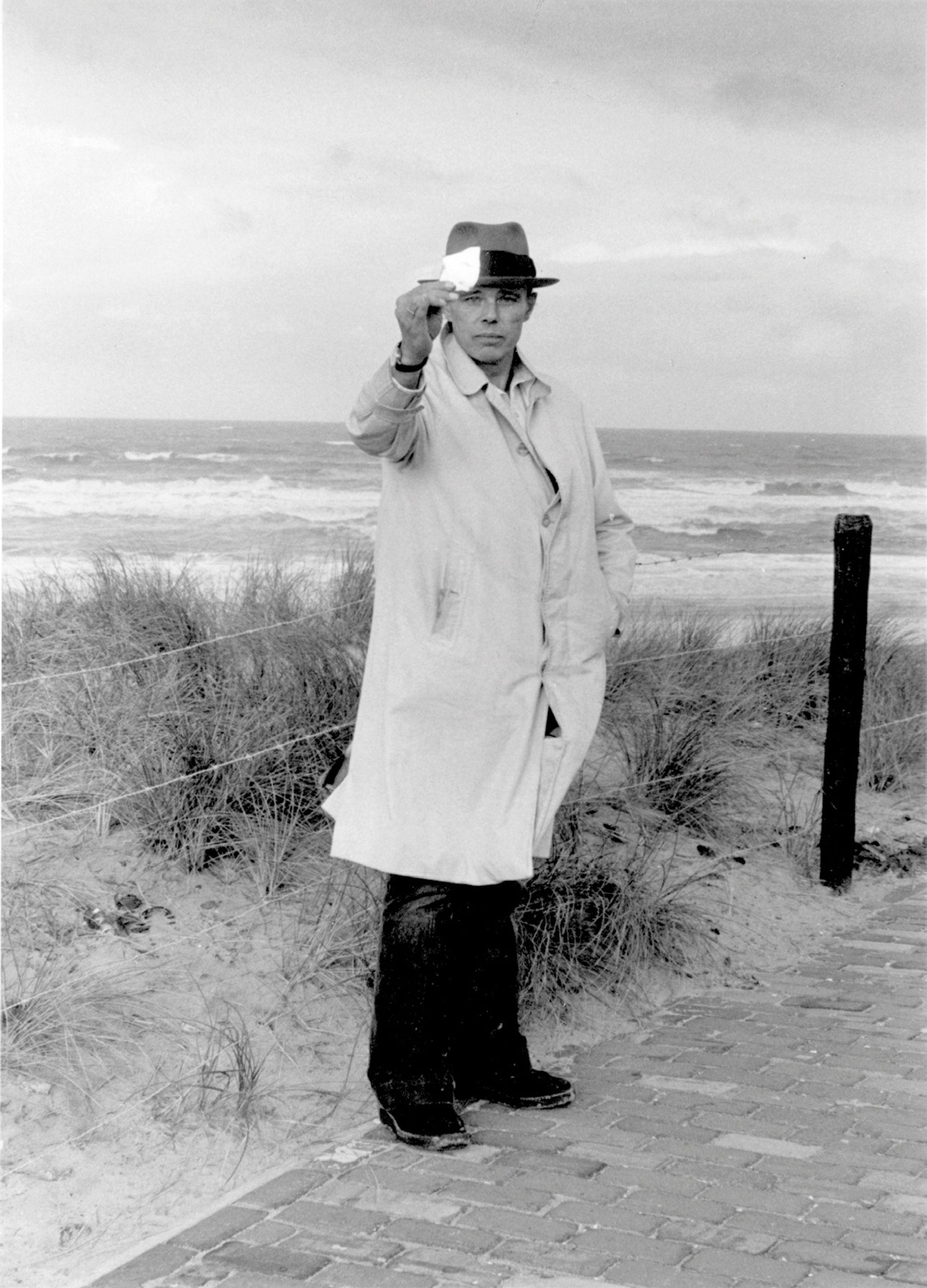 Joseph Beuys in Scheveningen (1976) Photo: Caroline Tisdall