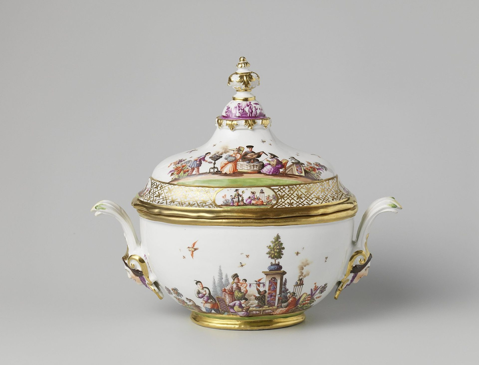 Around 100 pieces of Meissen porcelain will be auctioned by Sotheby's Courtesy of the Dutch Restitution Committee