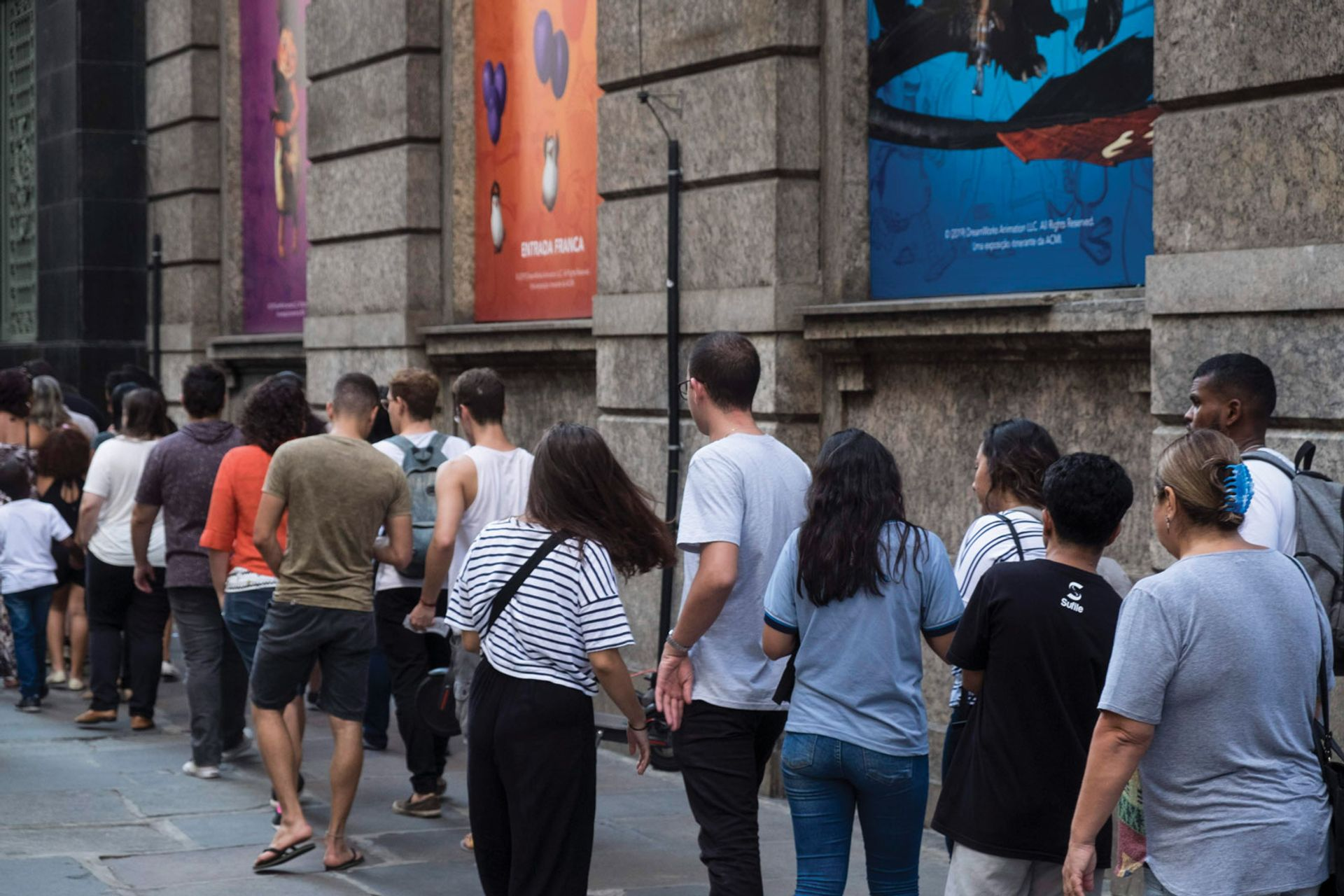 People queuing to get into the DreamWorks exhibition at Centro Cultural Banco do Brasil in Rio de Janeiro © CCBB