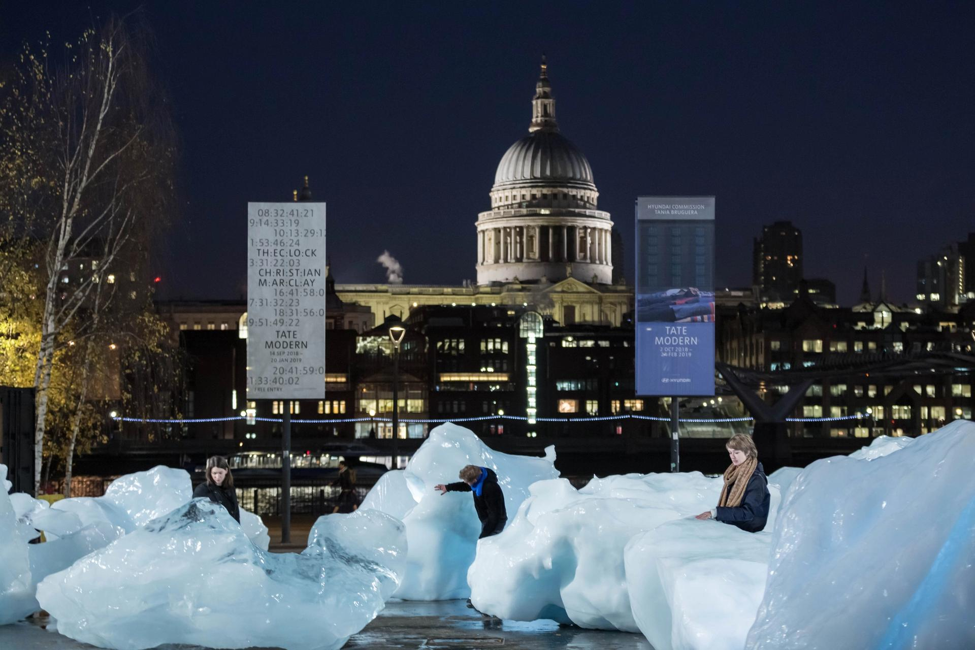 Olafur Eliasson and Minik Rosing's Ice Watch installation at Bankside, outside Tate Modern Photo: Justin Sutcliffe © 2018 Olafur Eliasson