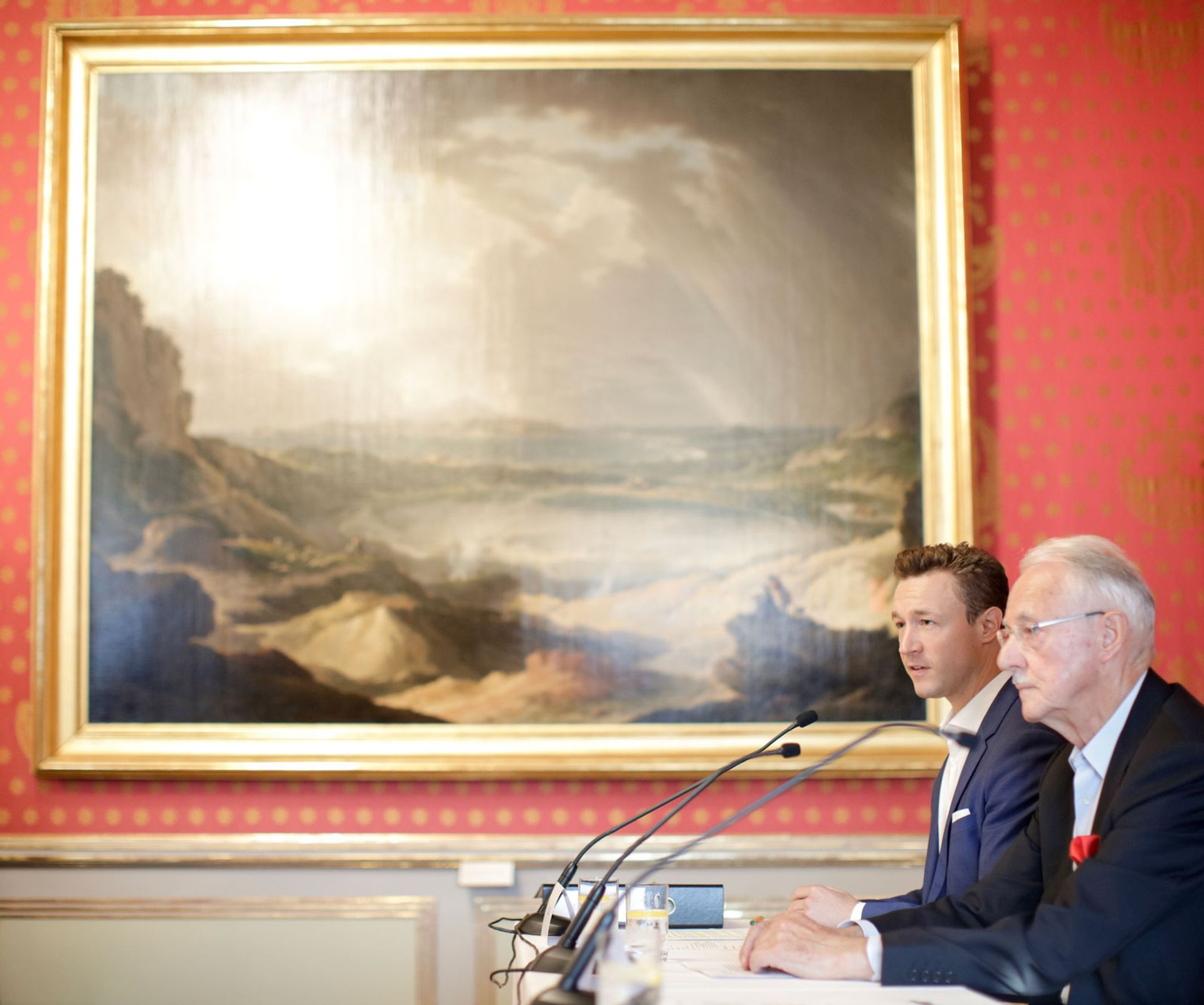 Karlheinz Essl, founder of the Baumax chain of DIY shops, and Austria's culture minister Gernot Blümel at the press conference at the Albertina BKA/ Andy Wenzel
