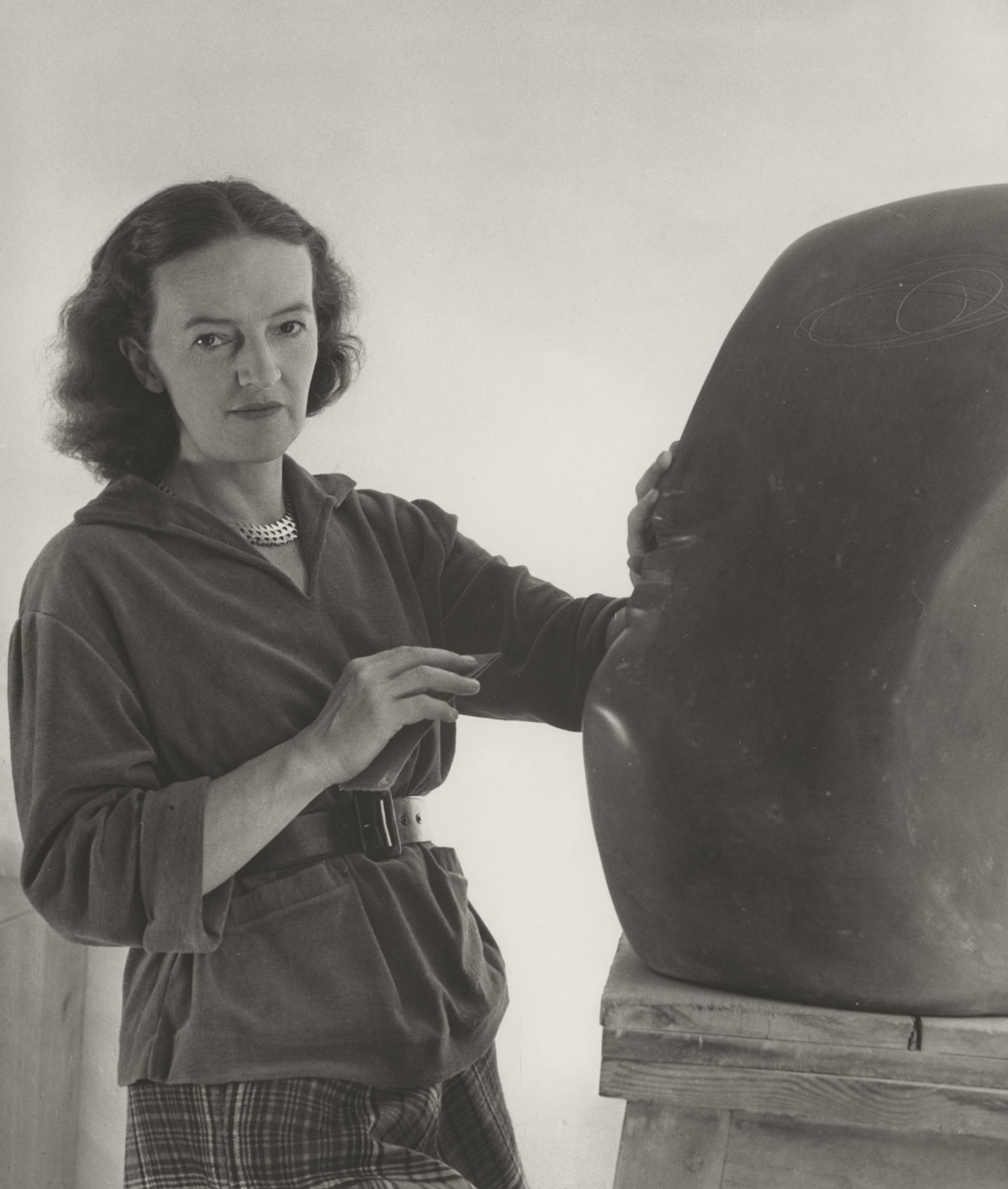 Barbara Hepworth with The Cosdon Head, 1949 © Bowness