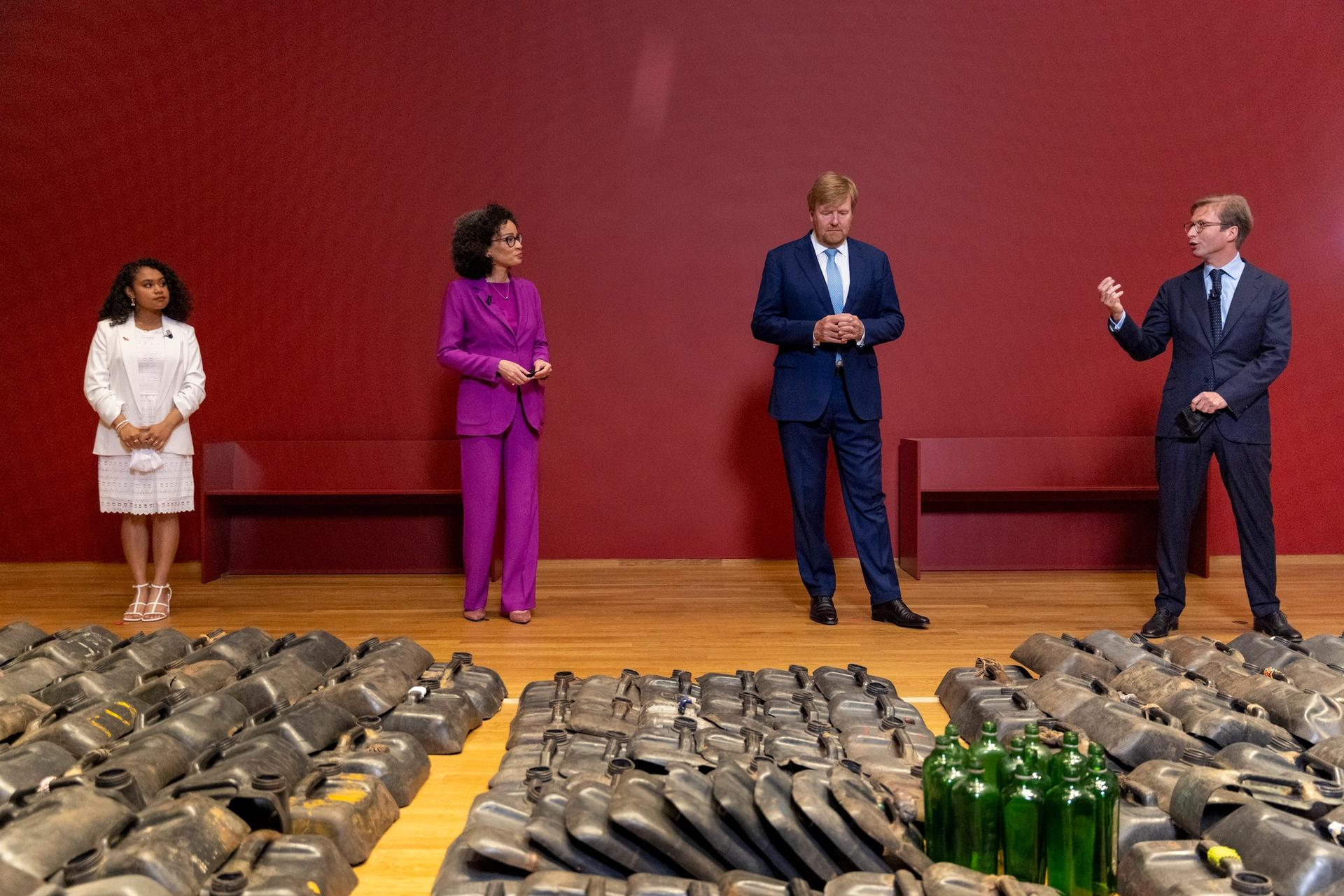 From left to right:  14-year-old singer Yosina Roemajauw, who is the narrator of the family audio tour of the Slavery exhibition; the Rijksmuseum's head of history Valika Smeulders; King Willem-Alexander of the Netherlands; and the Rijksmuseum's director Taco Dibbits Photo: © Romuald Hazoumè