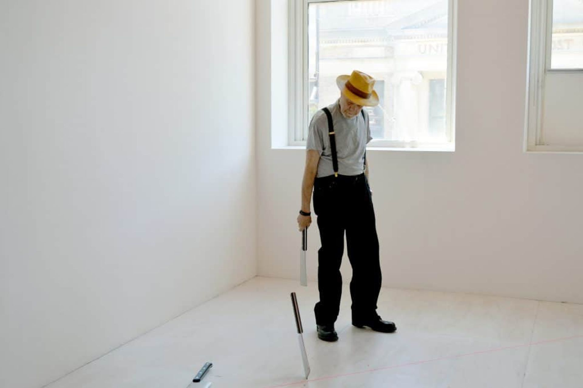 Barry Le Va installing Four (Cleaved Floor) at MoMA PS1 in New York in 2016 © Barry Le Va. Photo: C. J. Nolan, David Nolan Gallery, New York