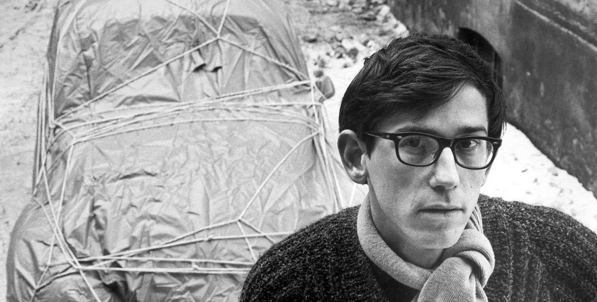 Christo with one of his earliest wrapped works, Wrapped Car (Volkswagen), which he produced in 1963. Photo: Charles Wilp; © 1963 Christo Christo with one of his earliest wrapped works, Wrapped Car (Volkswagen), which he produced in 1963. Photo: Charles Wilp; © 1963 Christo
