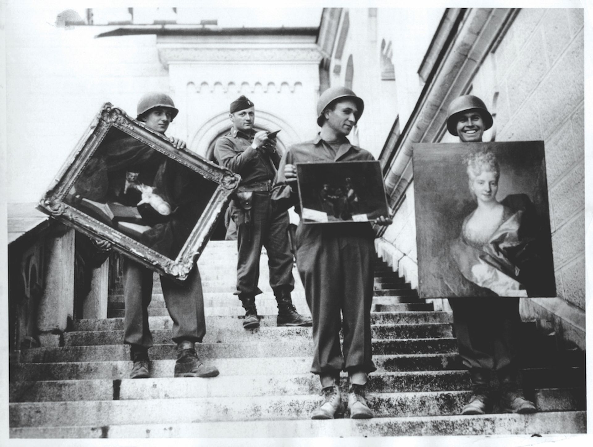US soldiers remove works seized by the Nazis and stored at Neuschwanstein Castle in Germany NARA/Public Domain