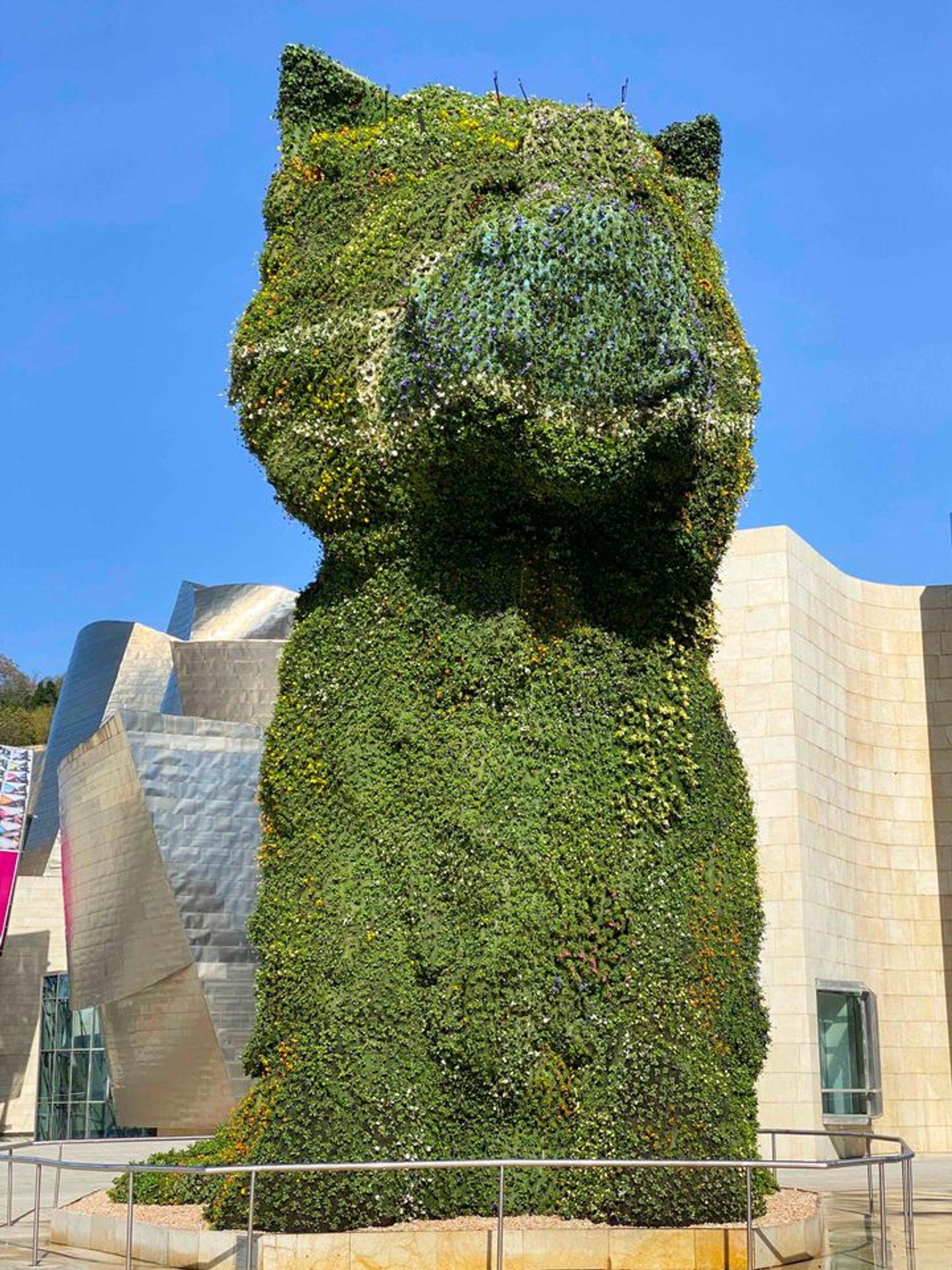 Puppy, Jeff Koons (1997) courtesy Guggenheim Museum Bilbao