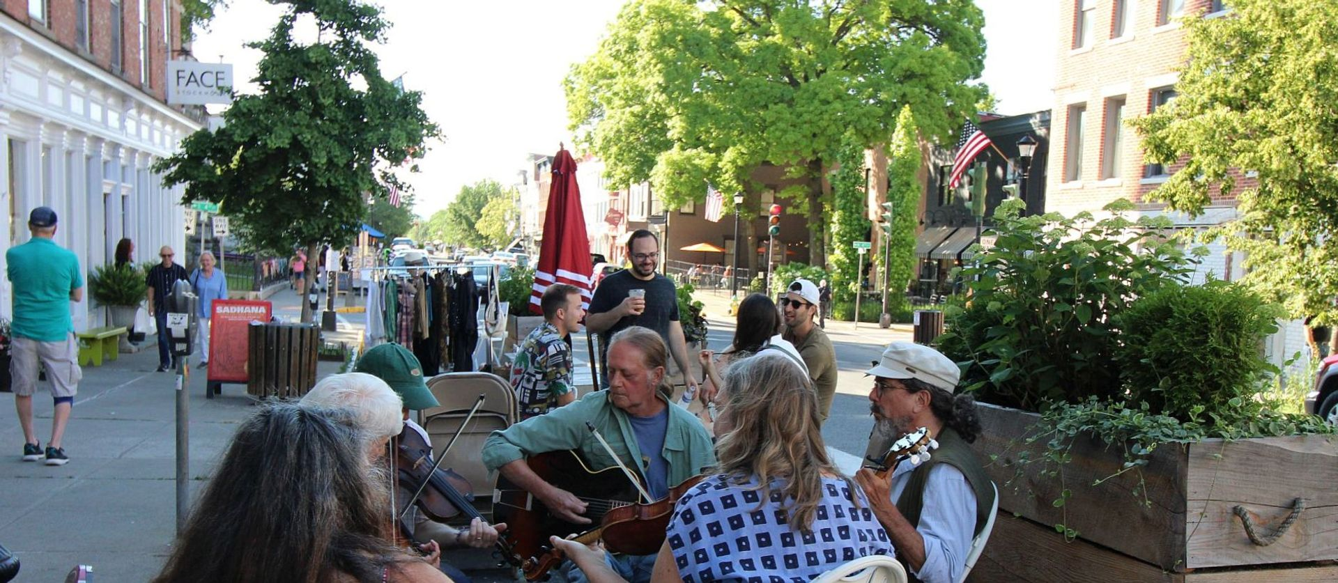 Buskers perform on the street during the Second Saturday Hudson Gallery Crawl in June 2021 Photo: Barbara Reina