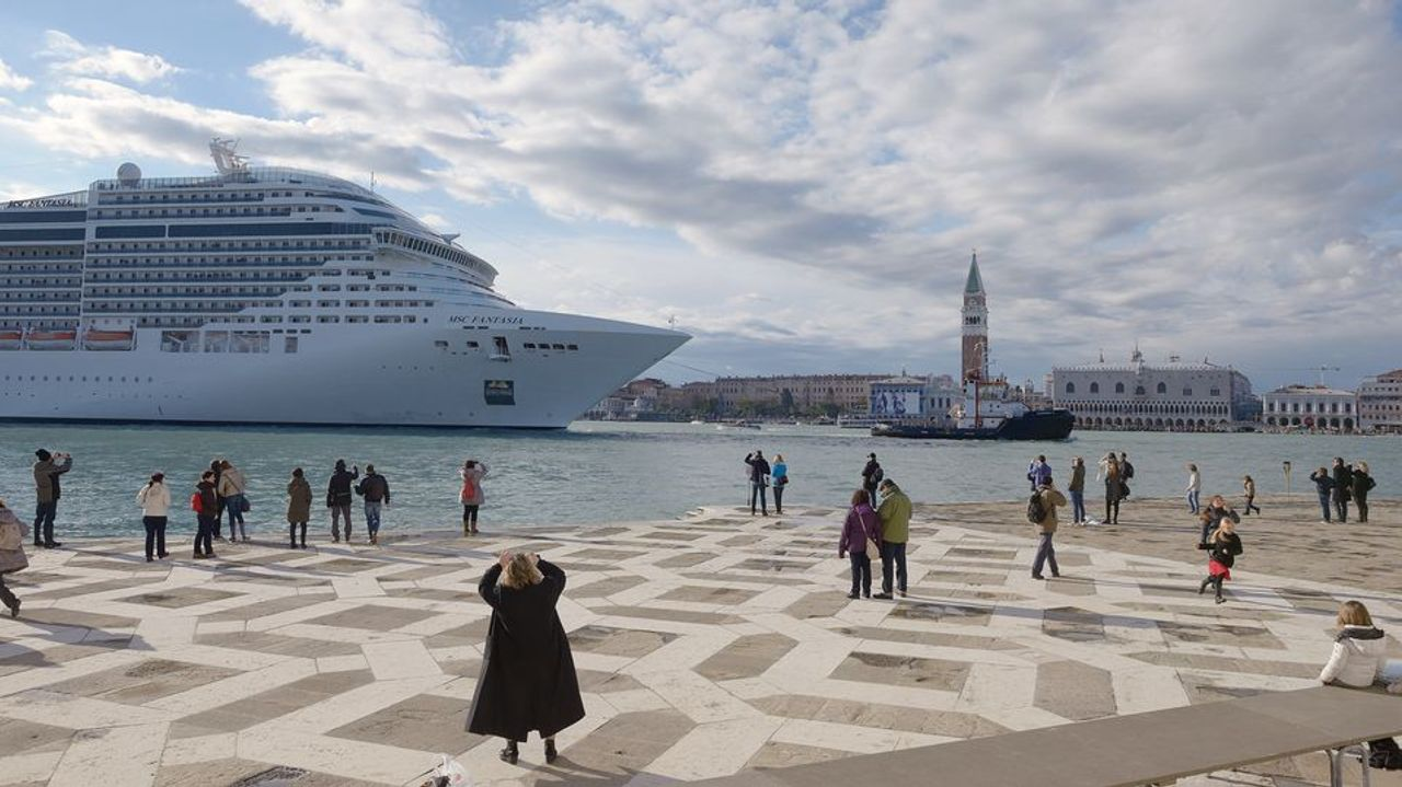 "The cruise ship MSC Fantasia on the ""Bacino San Marco"" in Venice © Wolfgang Moroder"