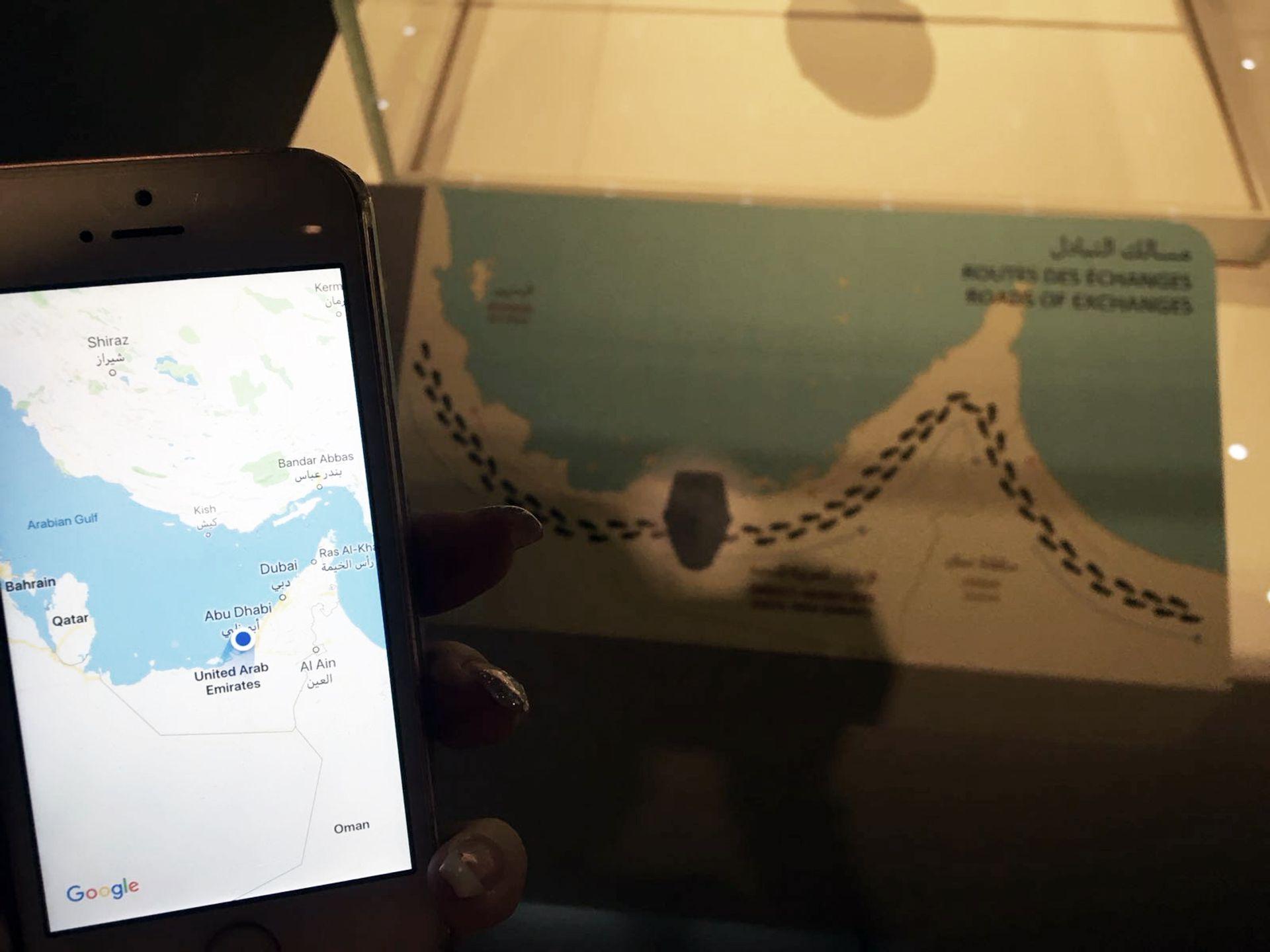 The original map at Louvre Abu Dhabi alongside a Google map of the Gulf Yaz