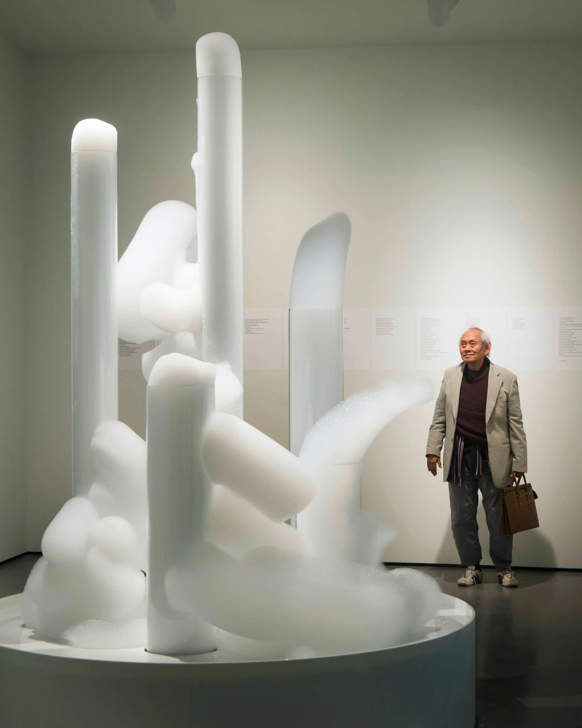 David Medalla with his work Cloud Canyons, part of the inaugural Hepworth Prize for Sculpture 2016 Alamy