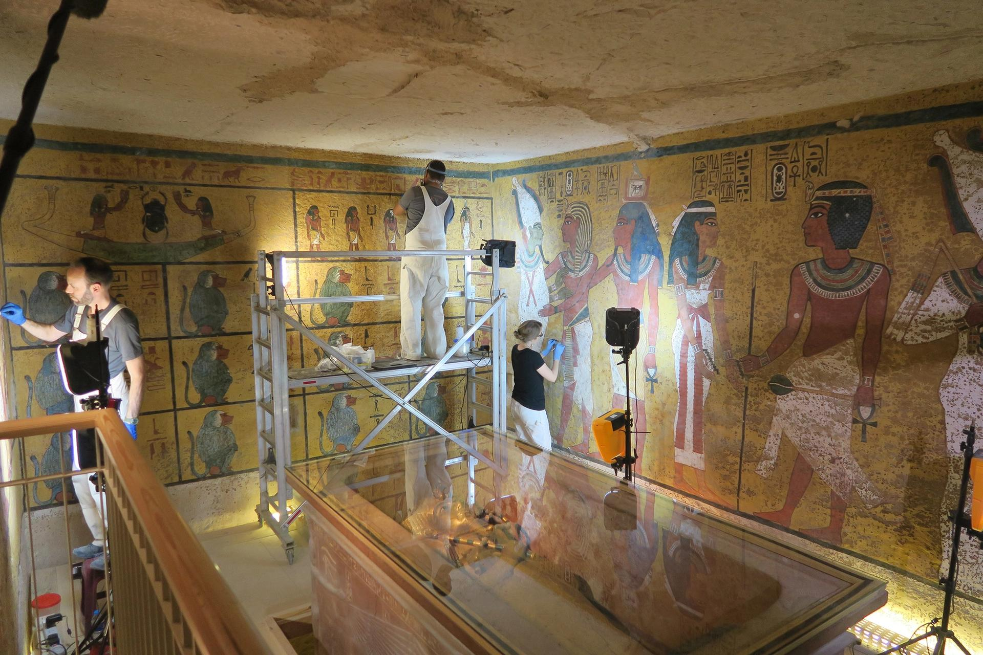 Conservation work being conducted in the burial chamber of the Tomb of King Tutankhamen © J. Paul Getty Trust