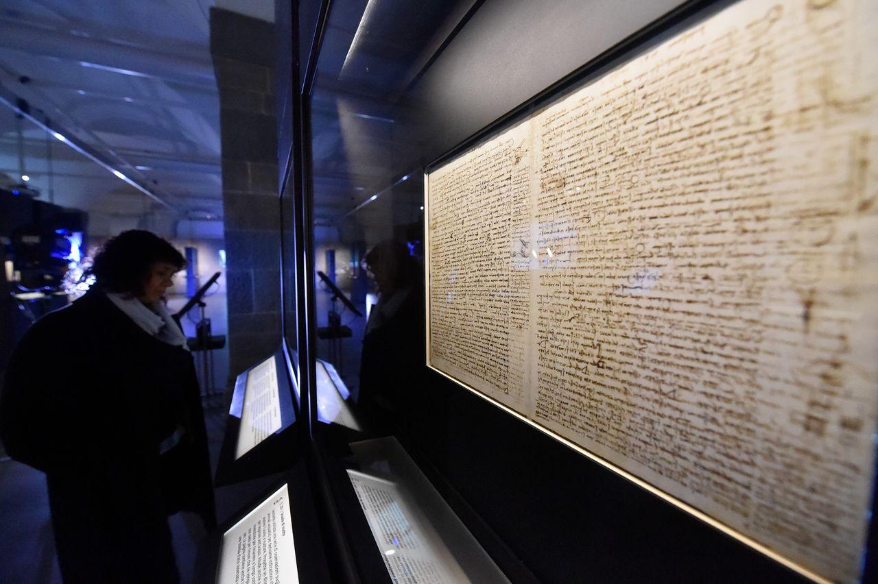 The Uffizi began negotiations to borrow the 72-page Codex Leicester (1504-08) from the Microsoft billionaire Bill Gates three years ago Photo: M. degl'Innocenti; courtesy of the Uffizi Galleries