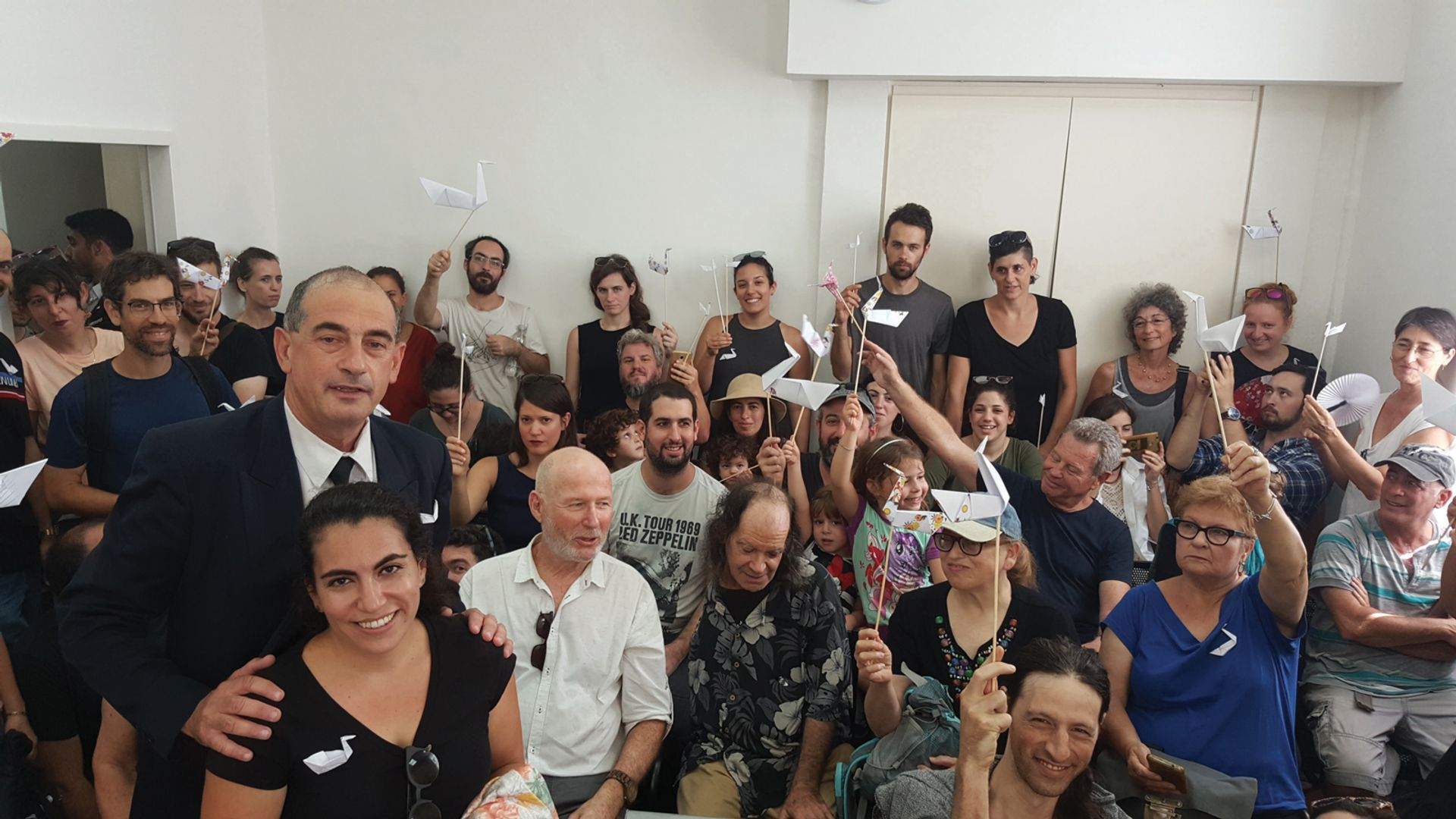 Lawyer Yossi Havilio and Barbur Gallery's supporters, holding swans (barbur in Hebrew),at the court ruling on the gallery's eviction Eyal Sher