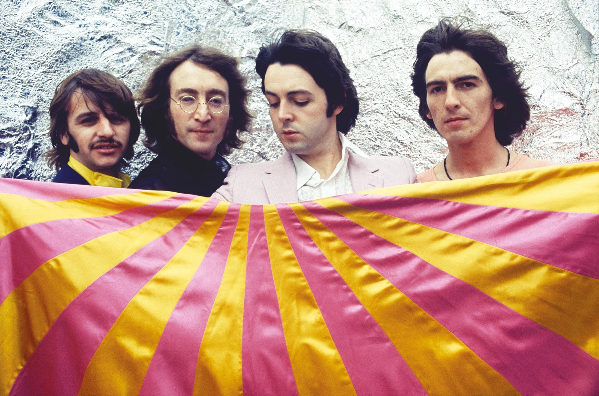 Photo session at Thomson House, London. 28 July 1968 © Apple Corps Ltd.
