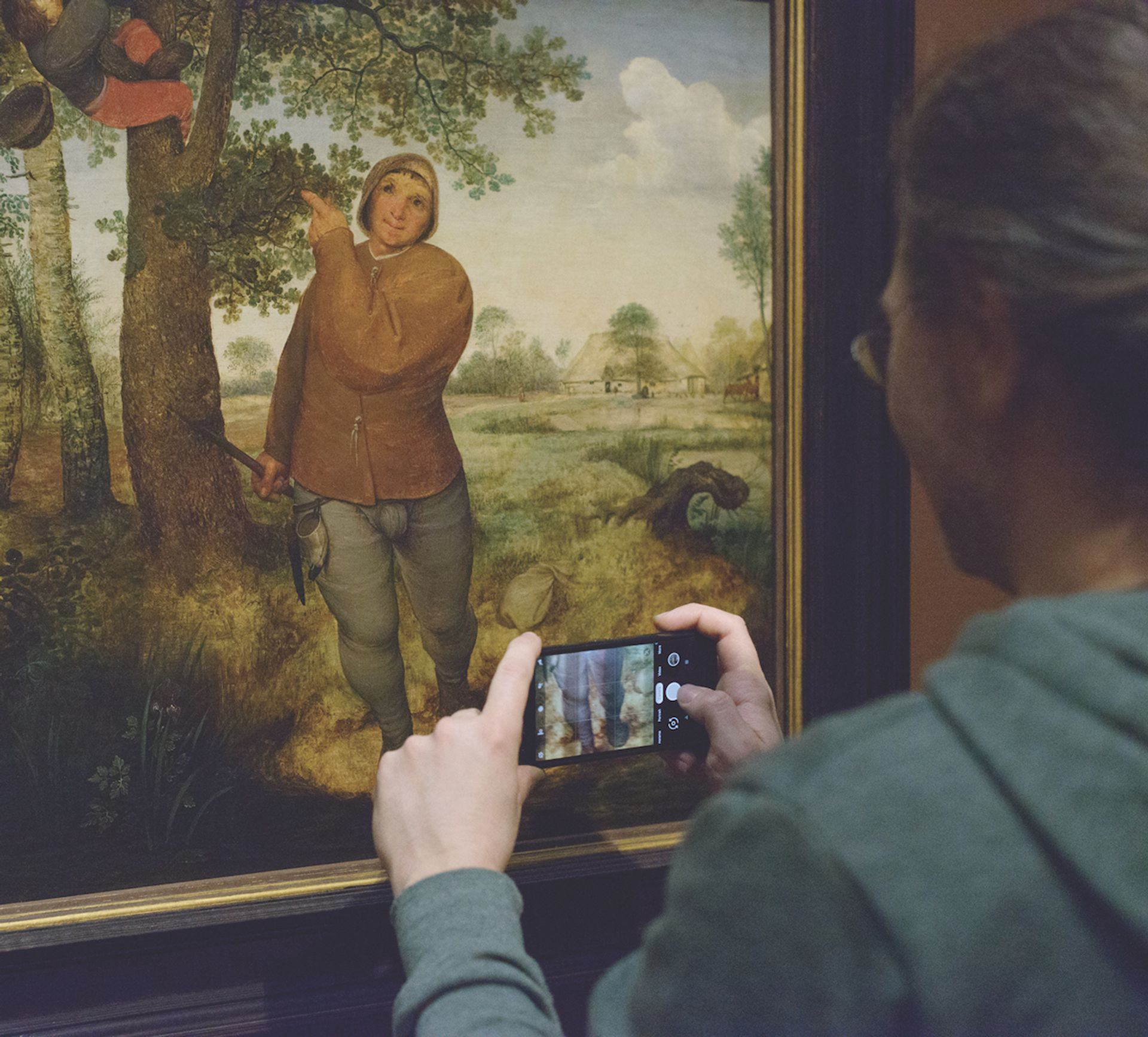 Pieter Bruegel the Elder's The Peasant and the Nest Robber (1568) with gesture-controlled multimedia guide at the Kunsthistorisches Museum in Vienna © Sabine Gruber/Arches