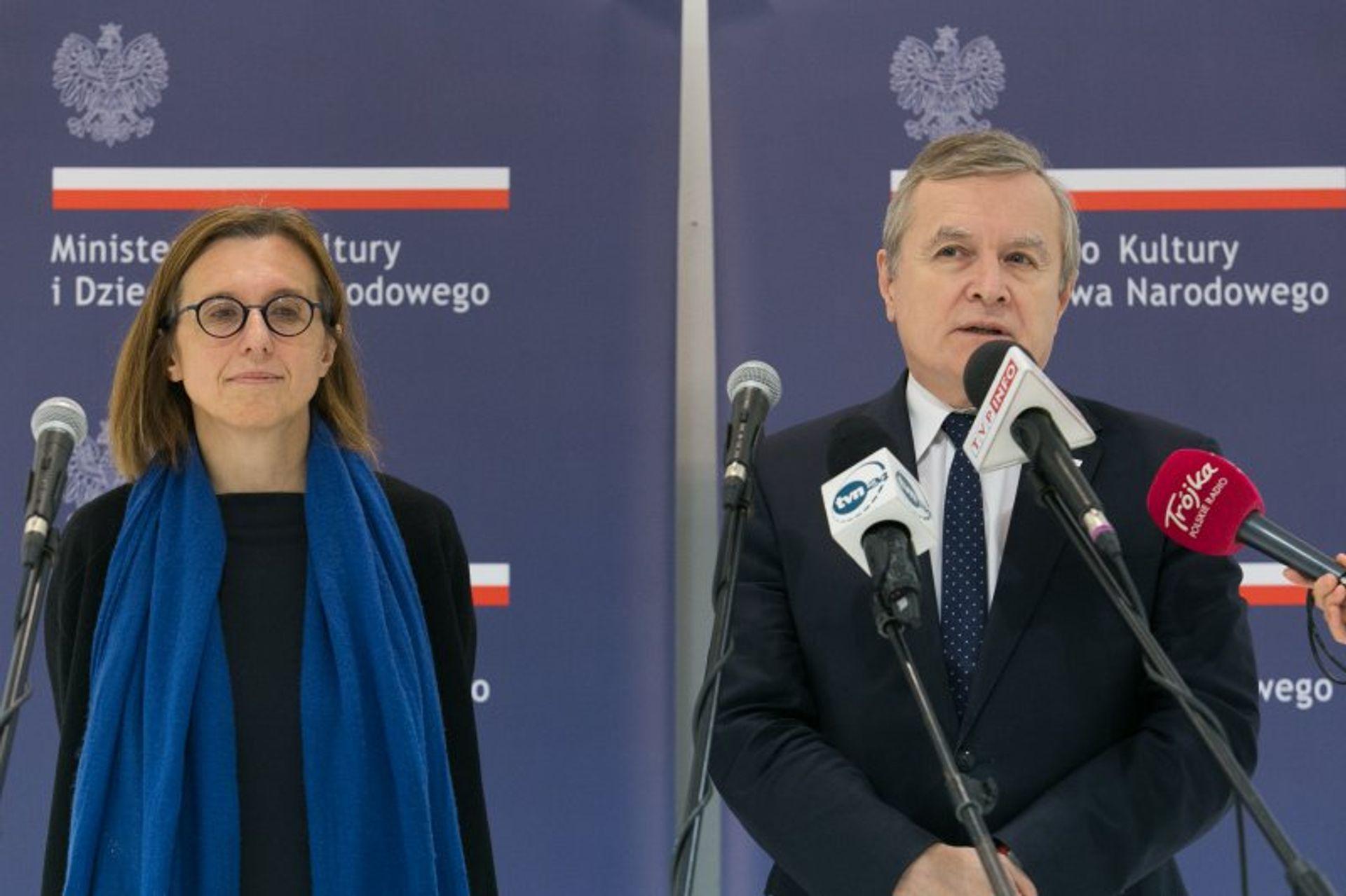 Hanna Wróblewska, the director of the Zacheta National Gallery of Art in Warsaw (left) and Piotr Glínski (right) Photo: Jacek Łagowski