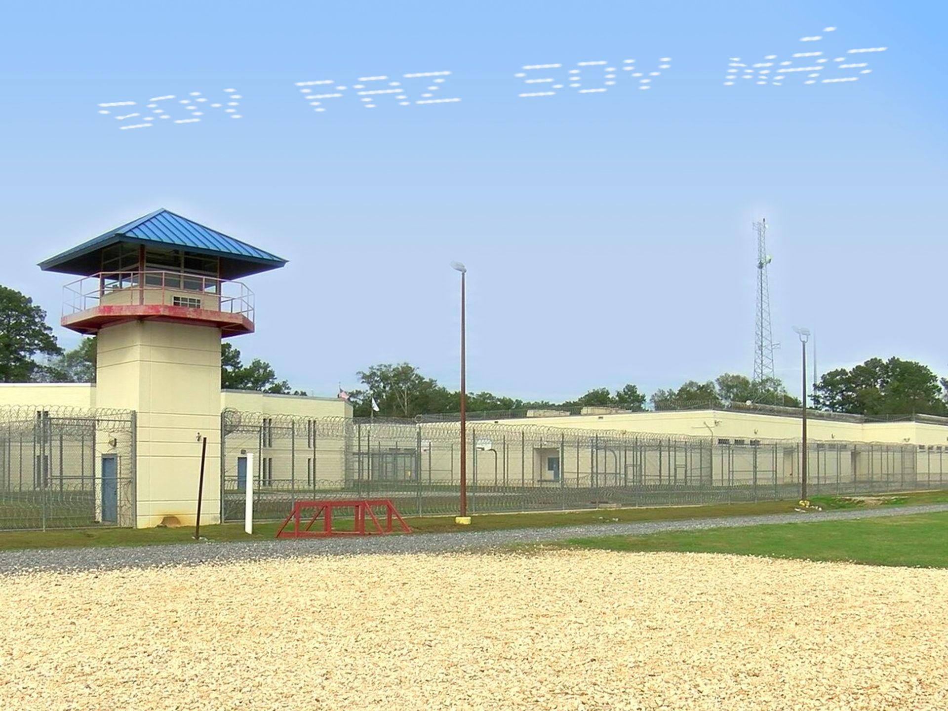 Maria Gaspar, Soy Paz Soy Mas at the Coastal Bend Detention Center in Texas. Captured via 4th Wall, a free public AR app.