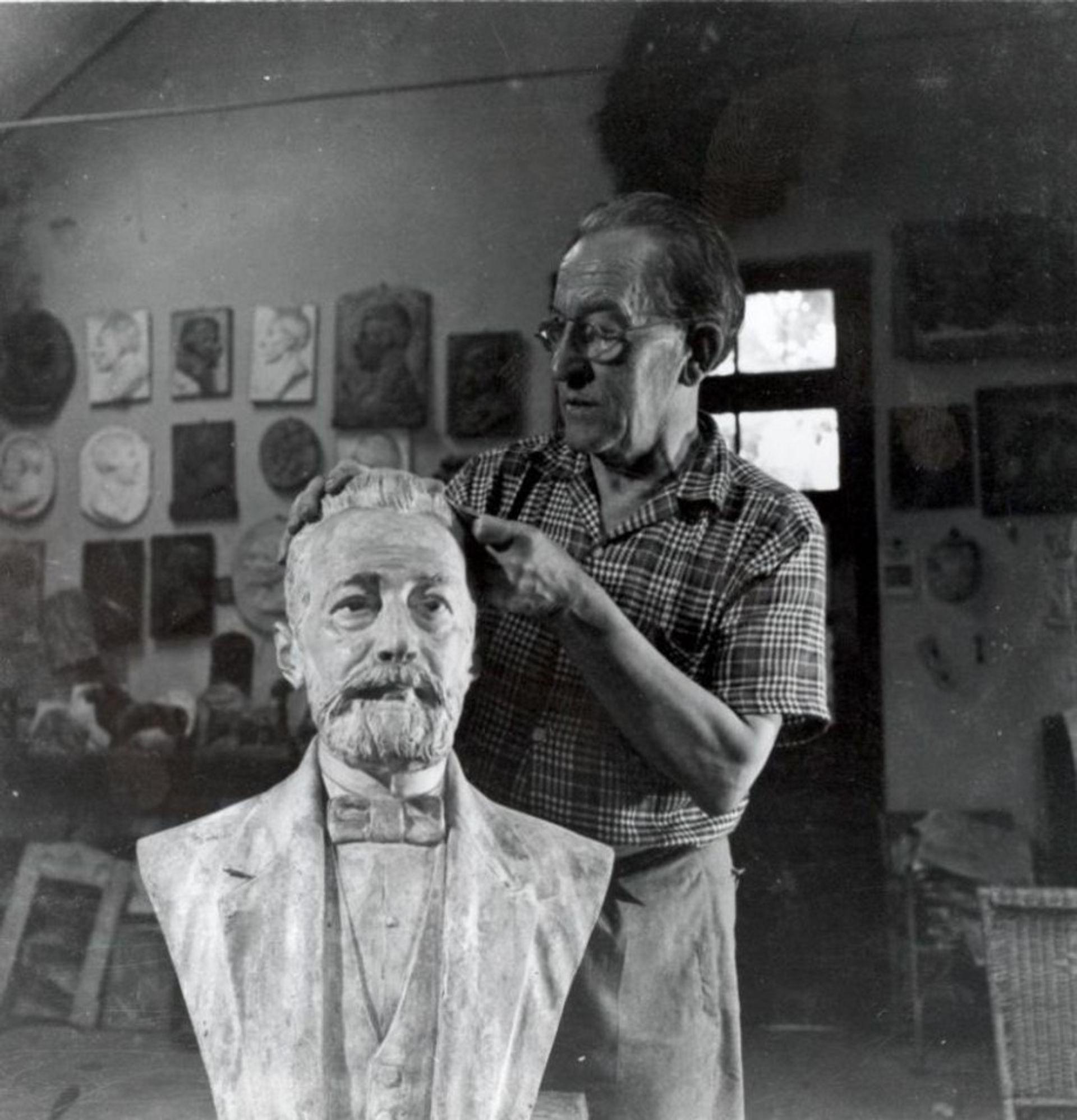 The Brazilian artist João Turin in his studio in Curitiba SSTP Investimentos Ltda