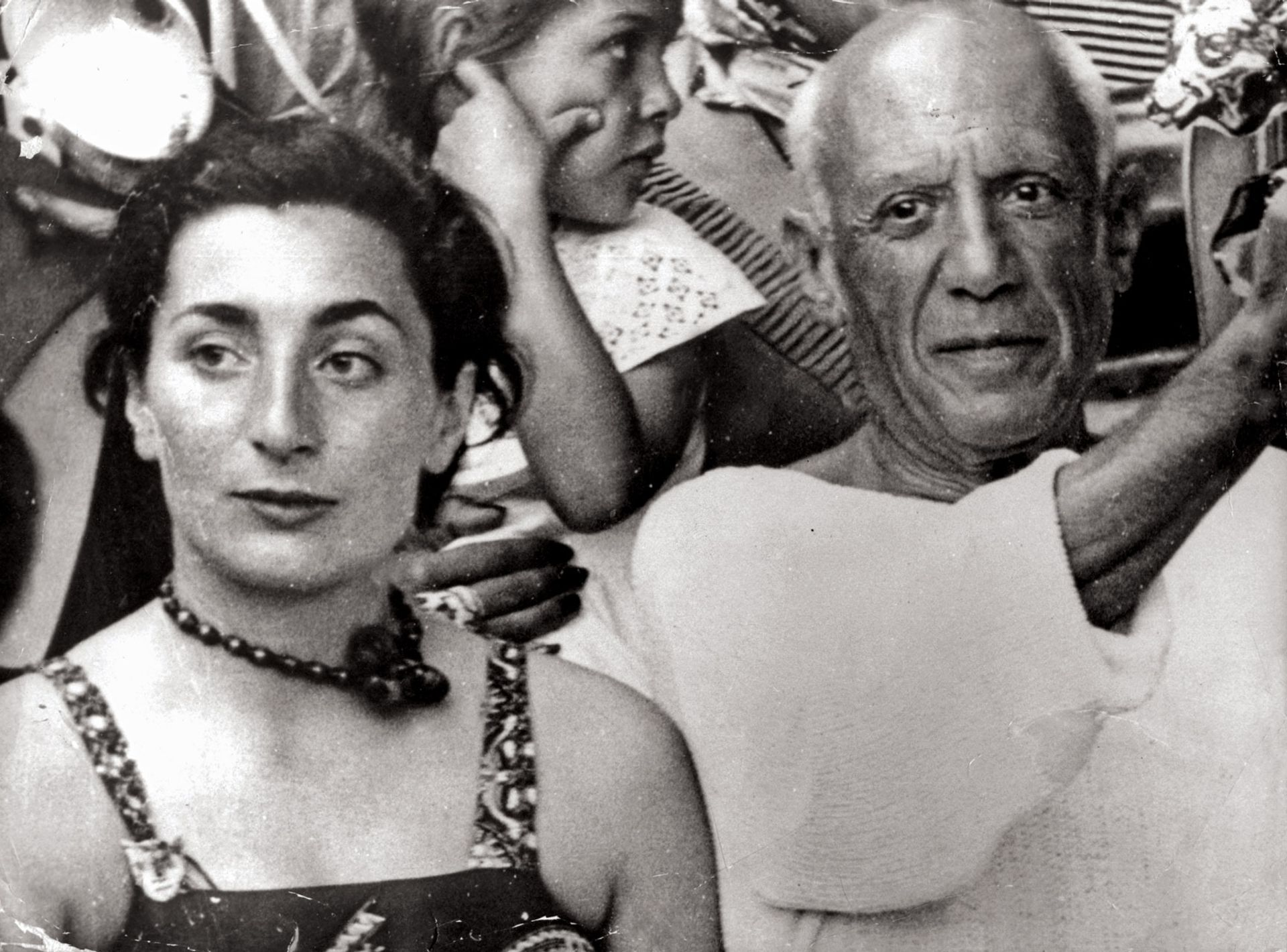 Pablo Picasso with Jacqueline, his wife and muse, in 1955 Keystone Pictures/Alamy