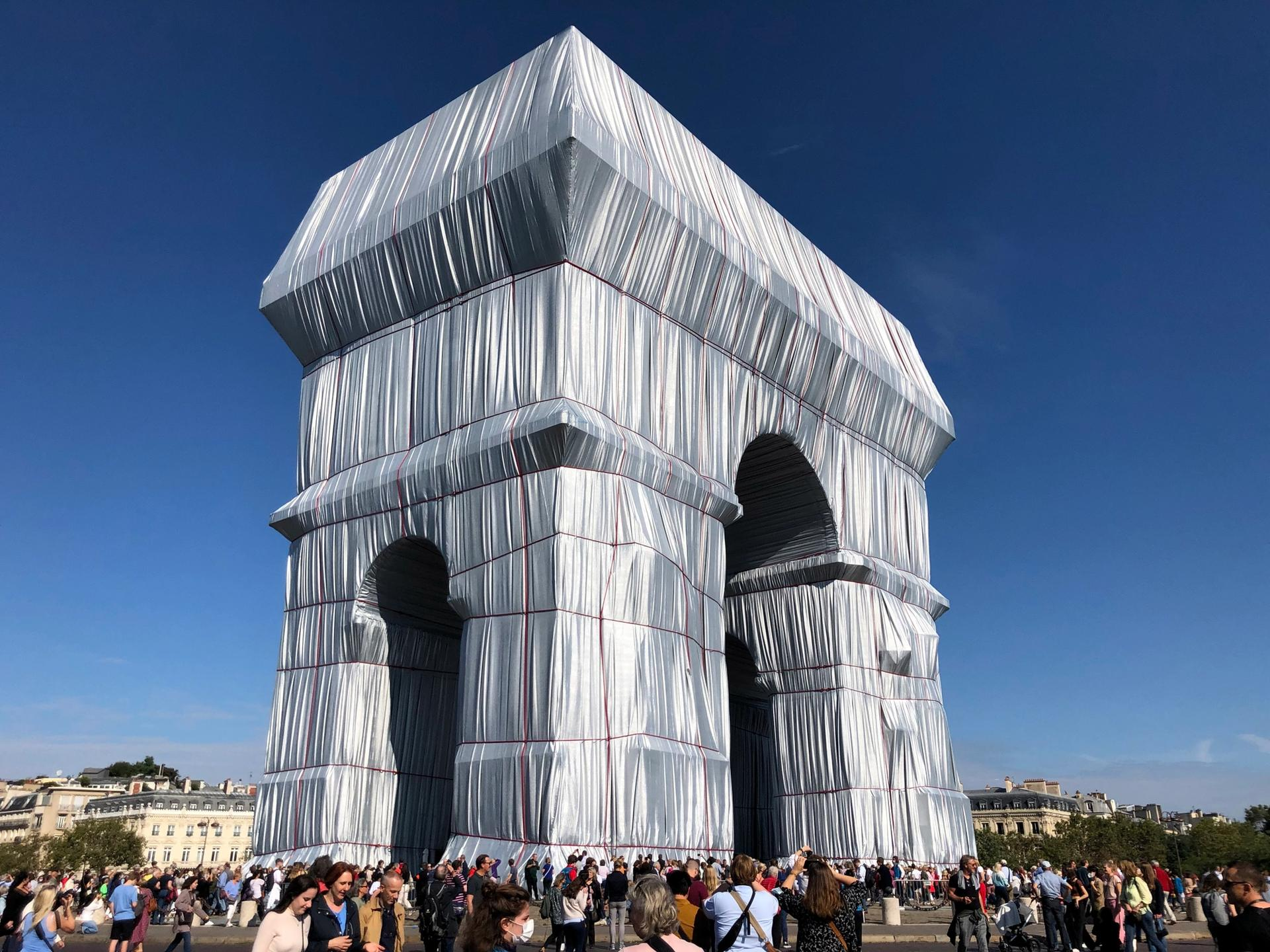 Christo and Jeanne-Claude's L'Arc de Triomphe, Wrapped in Paris Photo: Ben Luke