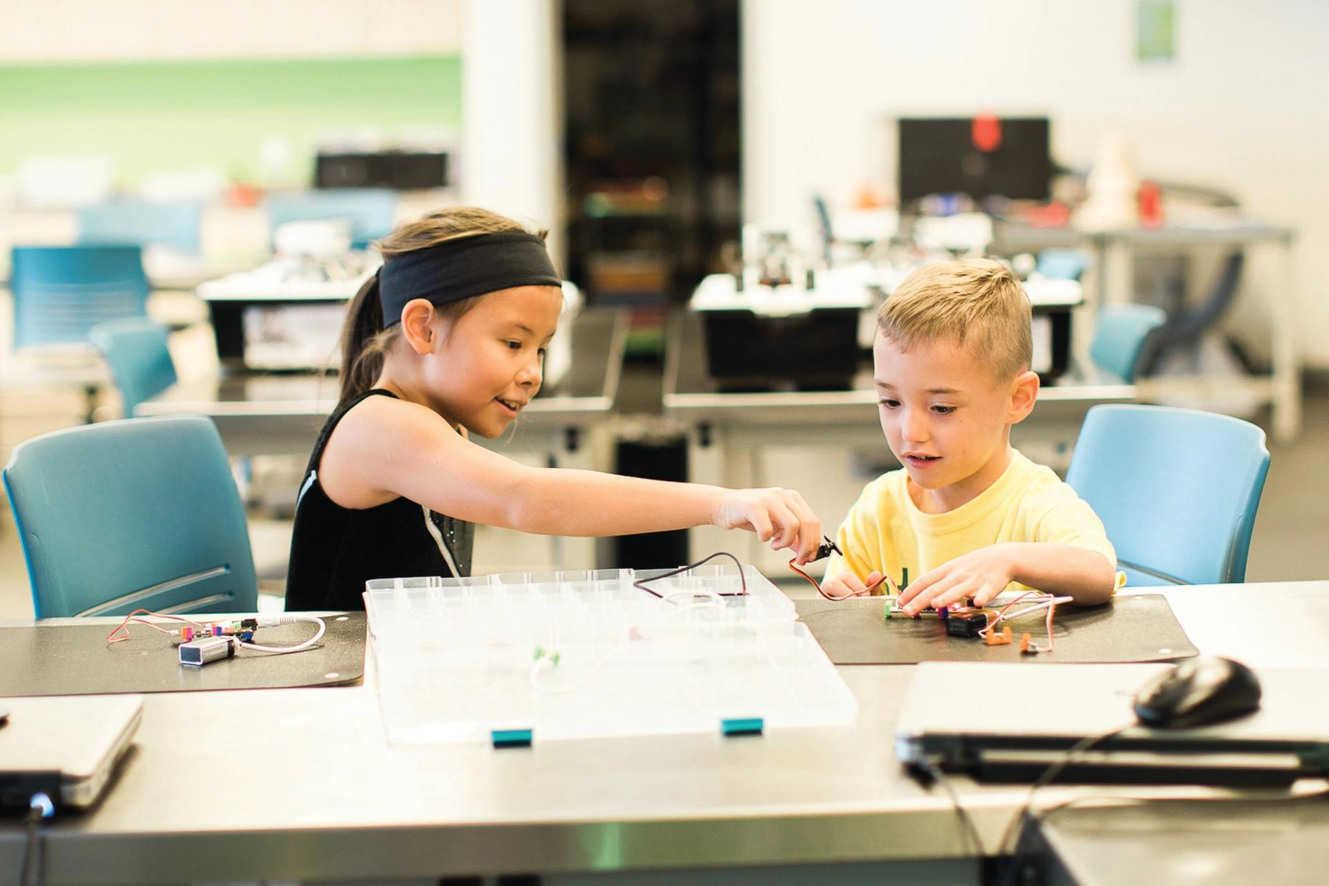Children learning to build electronic circuits at the Orange County Library System