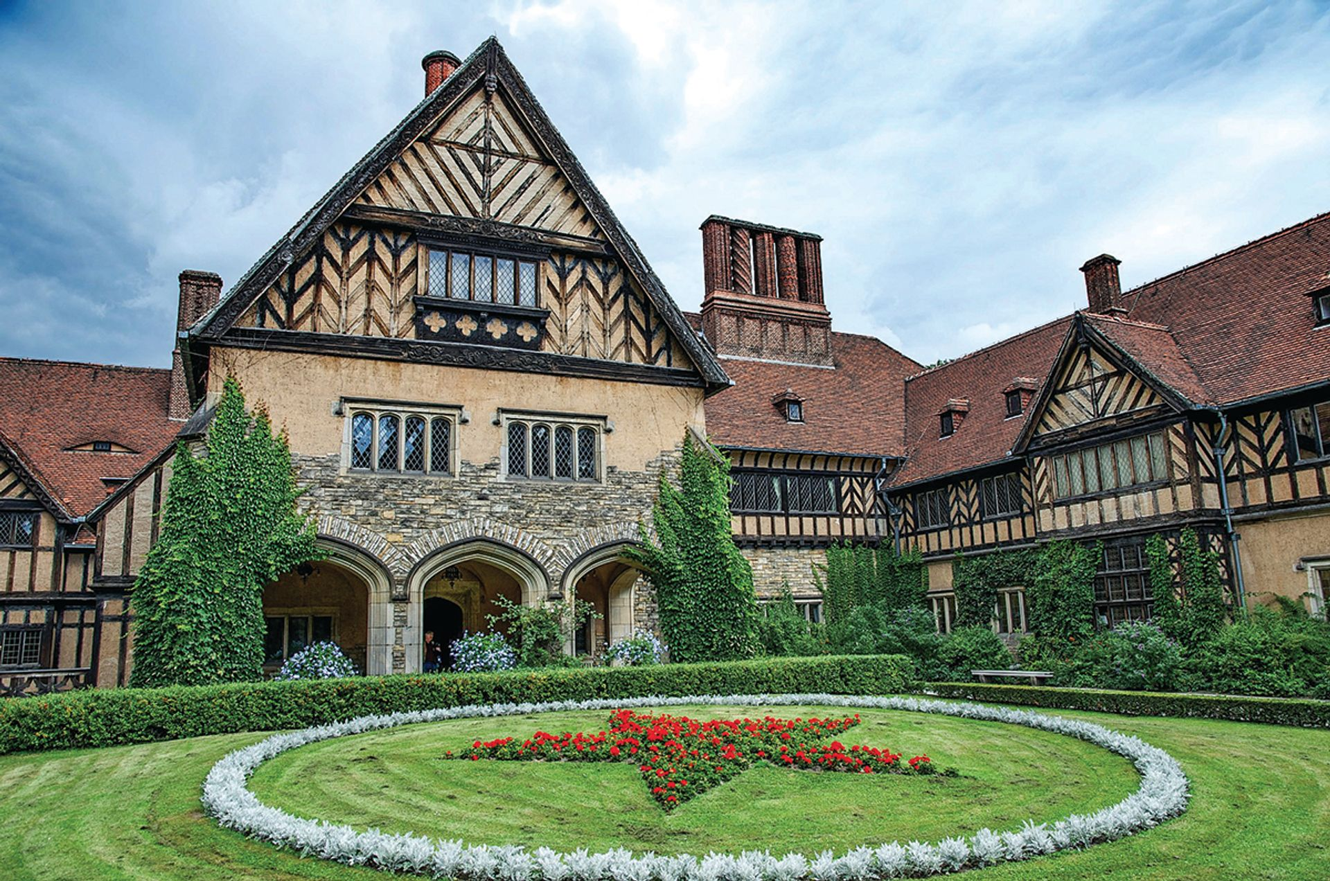 Schloss Cecilienhof, the location of the 1945 Potsdam conference attended by Winston Churchill, Harry Truman and Joseph Stalin © ernstol