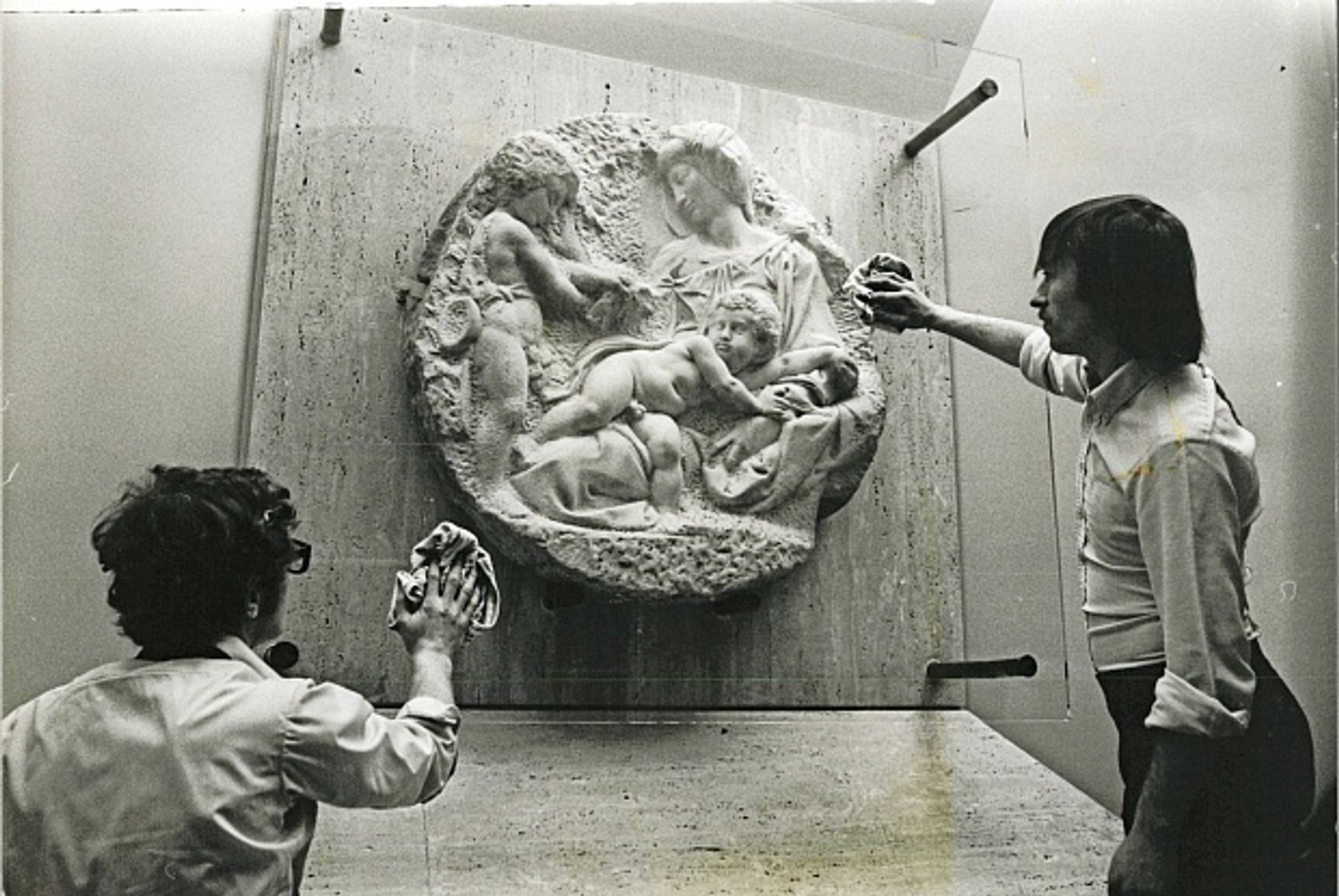 Michelangelo's Taddei Tondo at the Royal Academy in the 1970s Photo: Keystone Pictures USA / Alamy Stock Photo