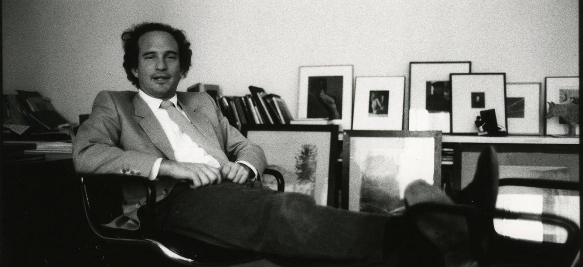 Daniel Wolf in his New York gallery, 1983 © Johnny Pigozzi
