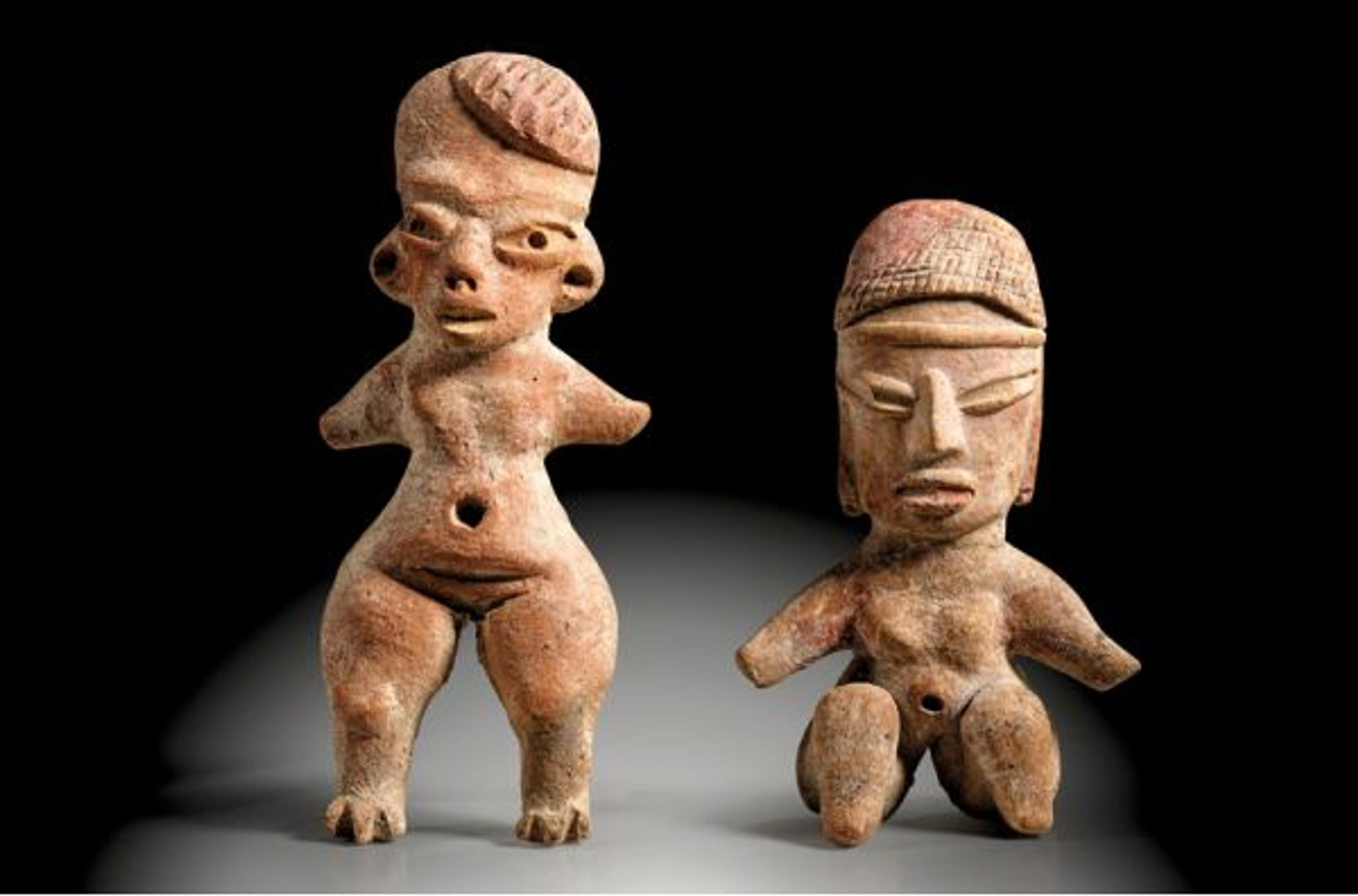 Two female figures made of reddish clay from Tlatilco in the Mexican Central Highlands, around 1500-550 BC, being offered for sale at Gerhard Hirsch Nachfolger with an estimate of € 3,000